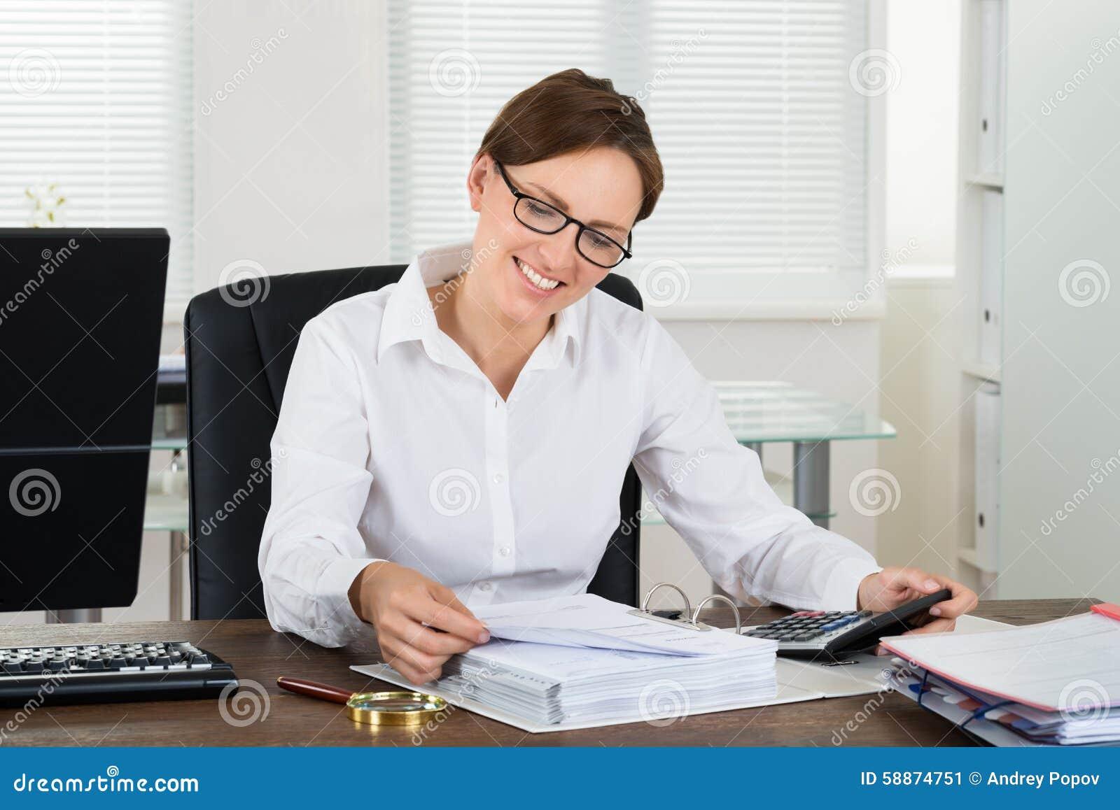 Φόρος υπολογισμού επιχειρηματιών στο γραφείο