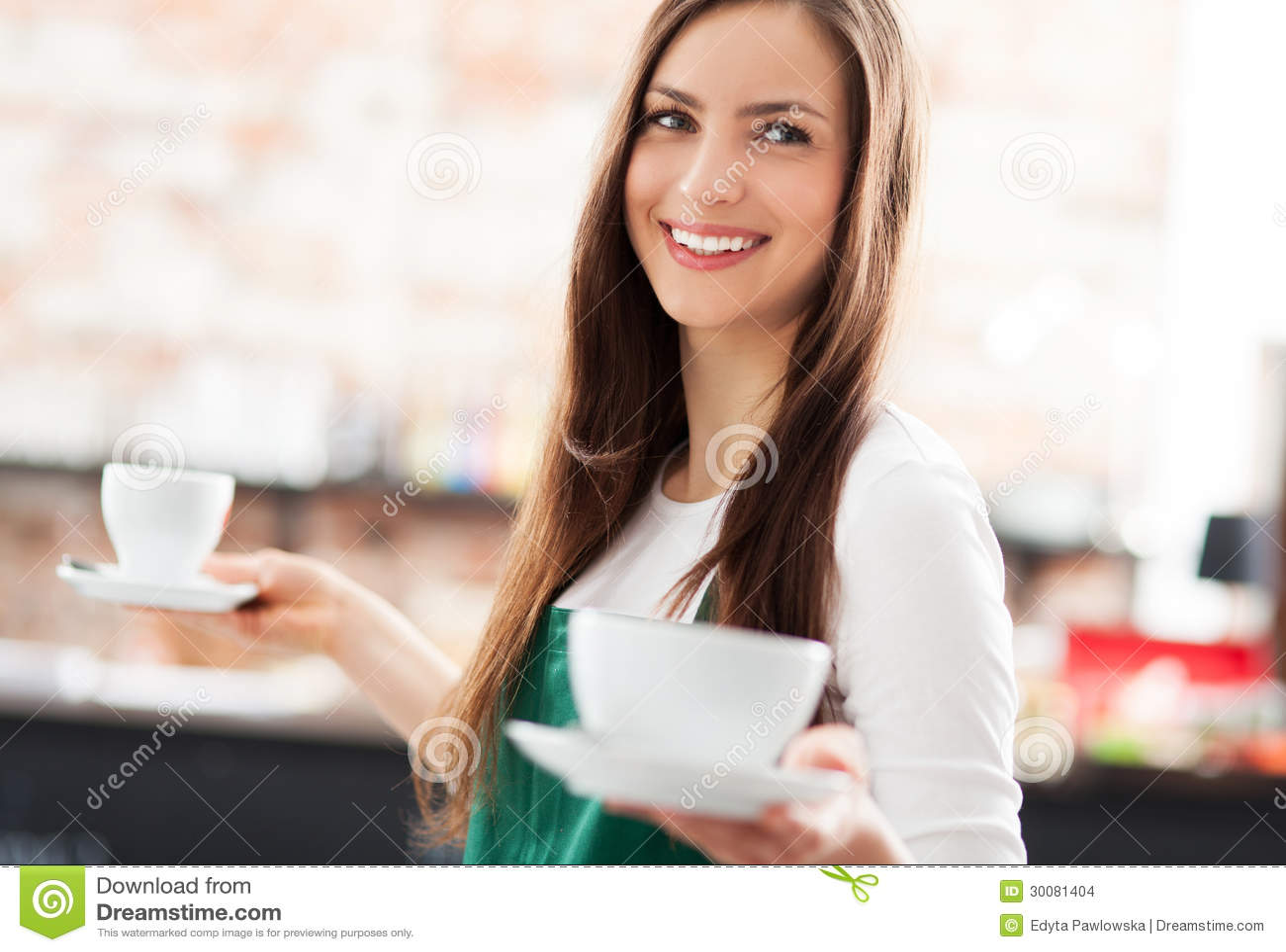 Εξυπηρετώντας καφές σερβιτορών