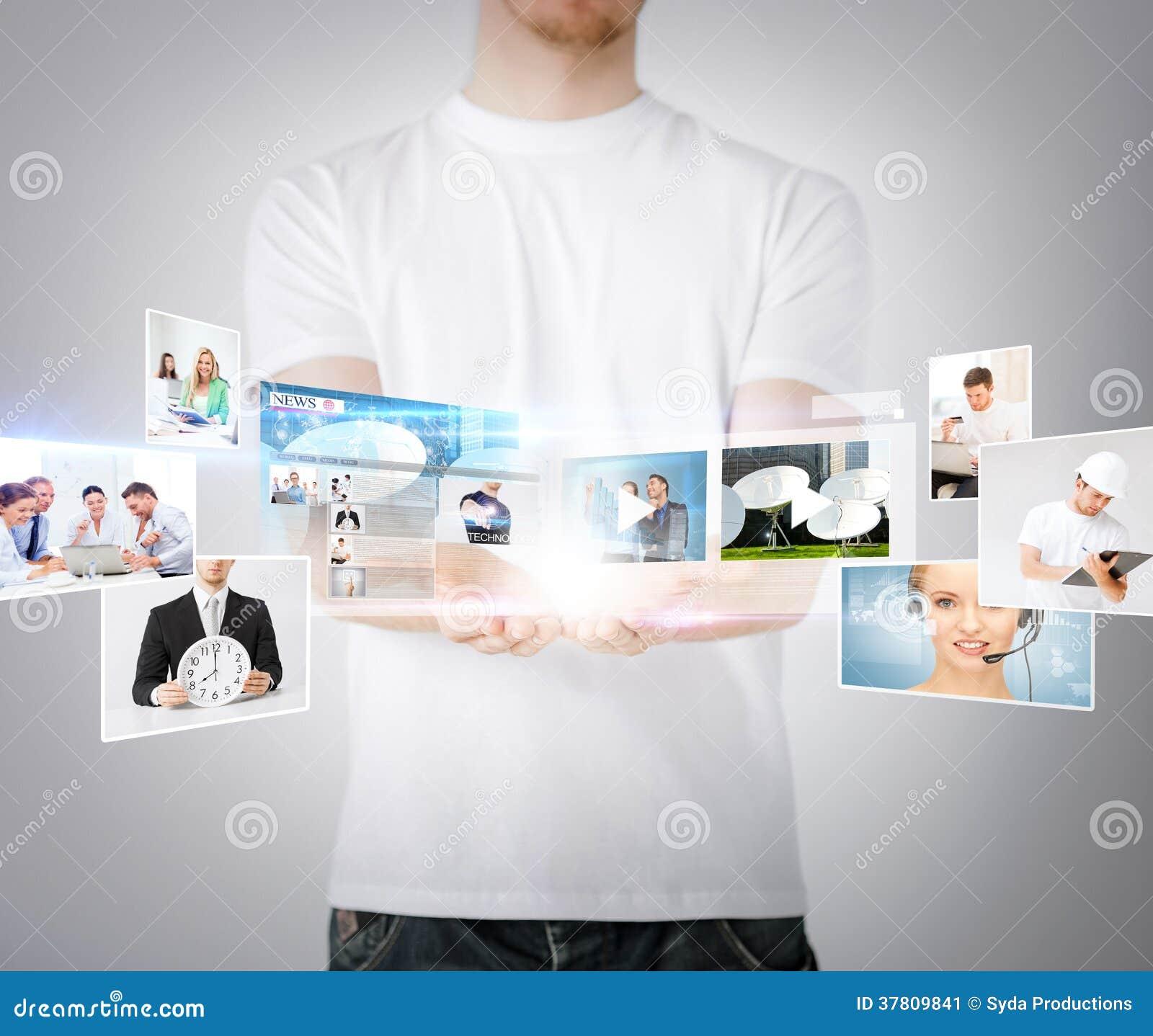 Χέρια ατόμων με τις εικονικές οθόνες