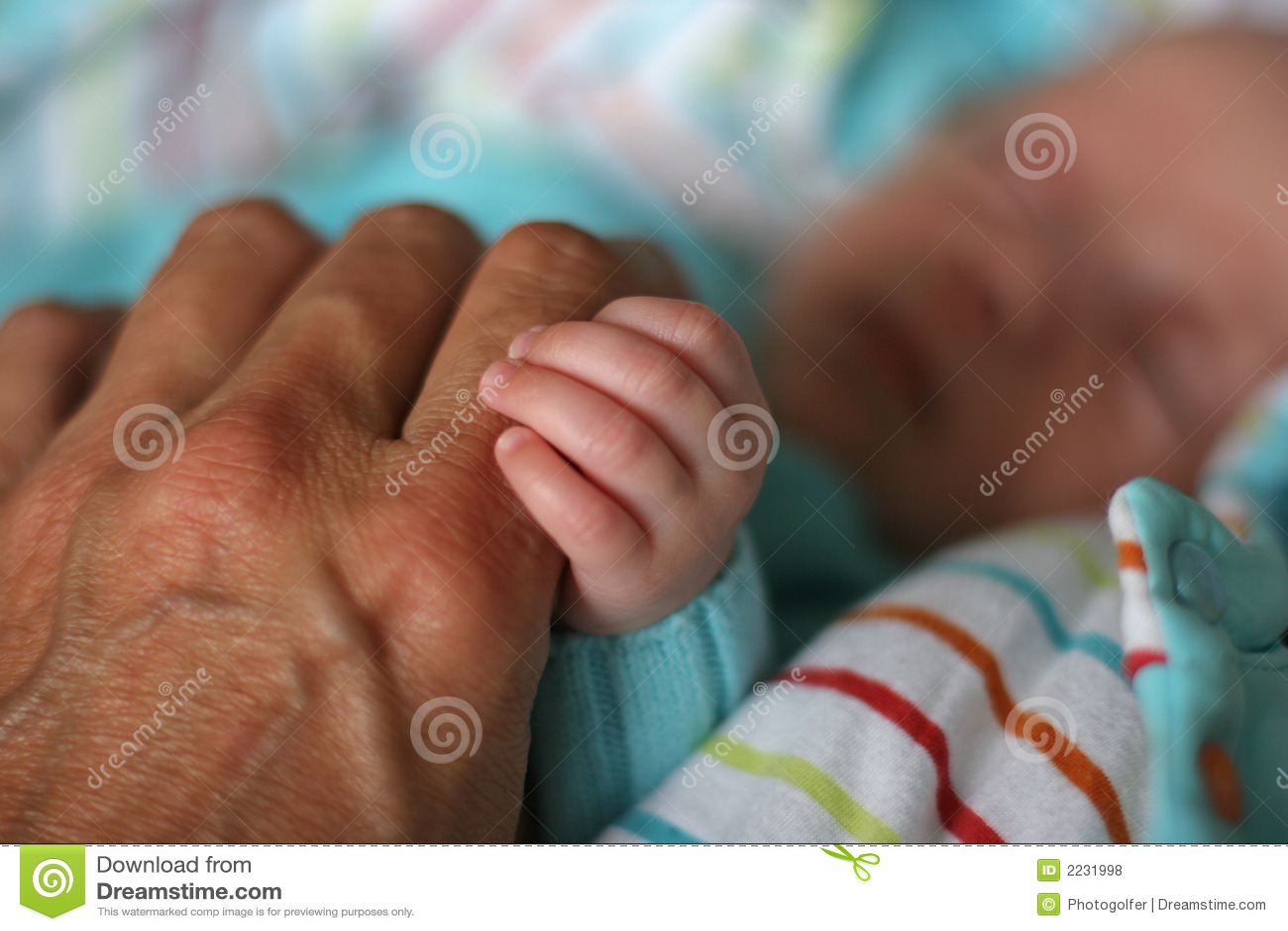 χέρια πατέρων μωρών