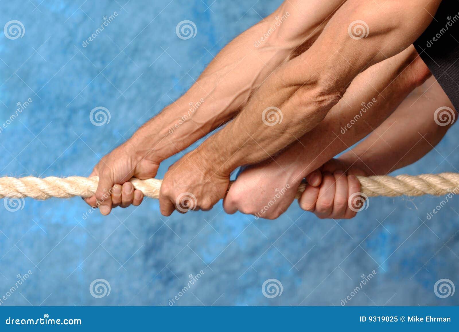 χέρια που τραβούν το σχοι&n