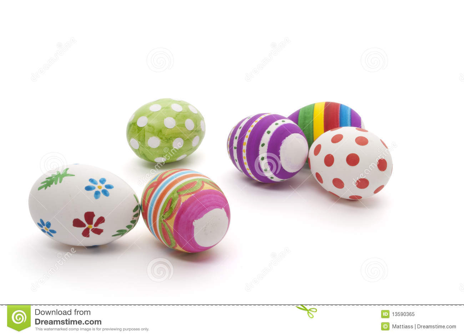 χέρι αυγών Πάσχας που χρωμ&alpha