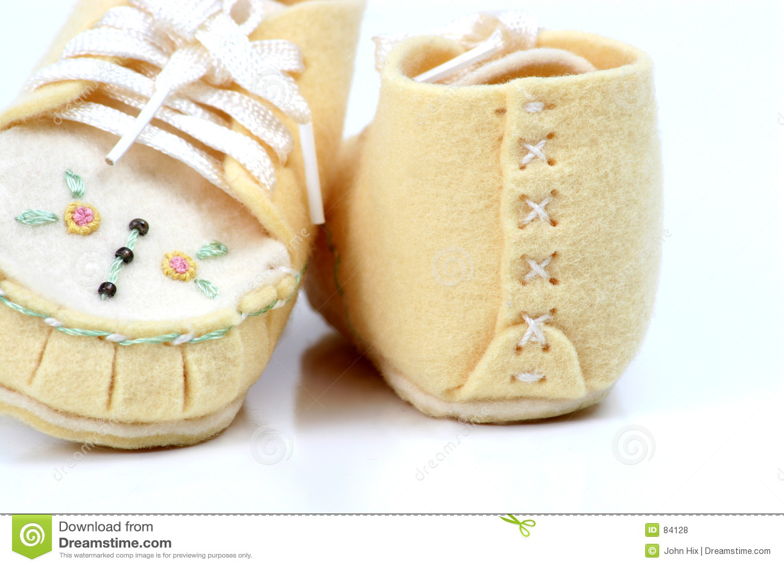 χέρι μωρών - γίνοντα παπούτσια