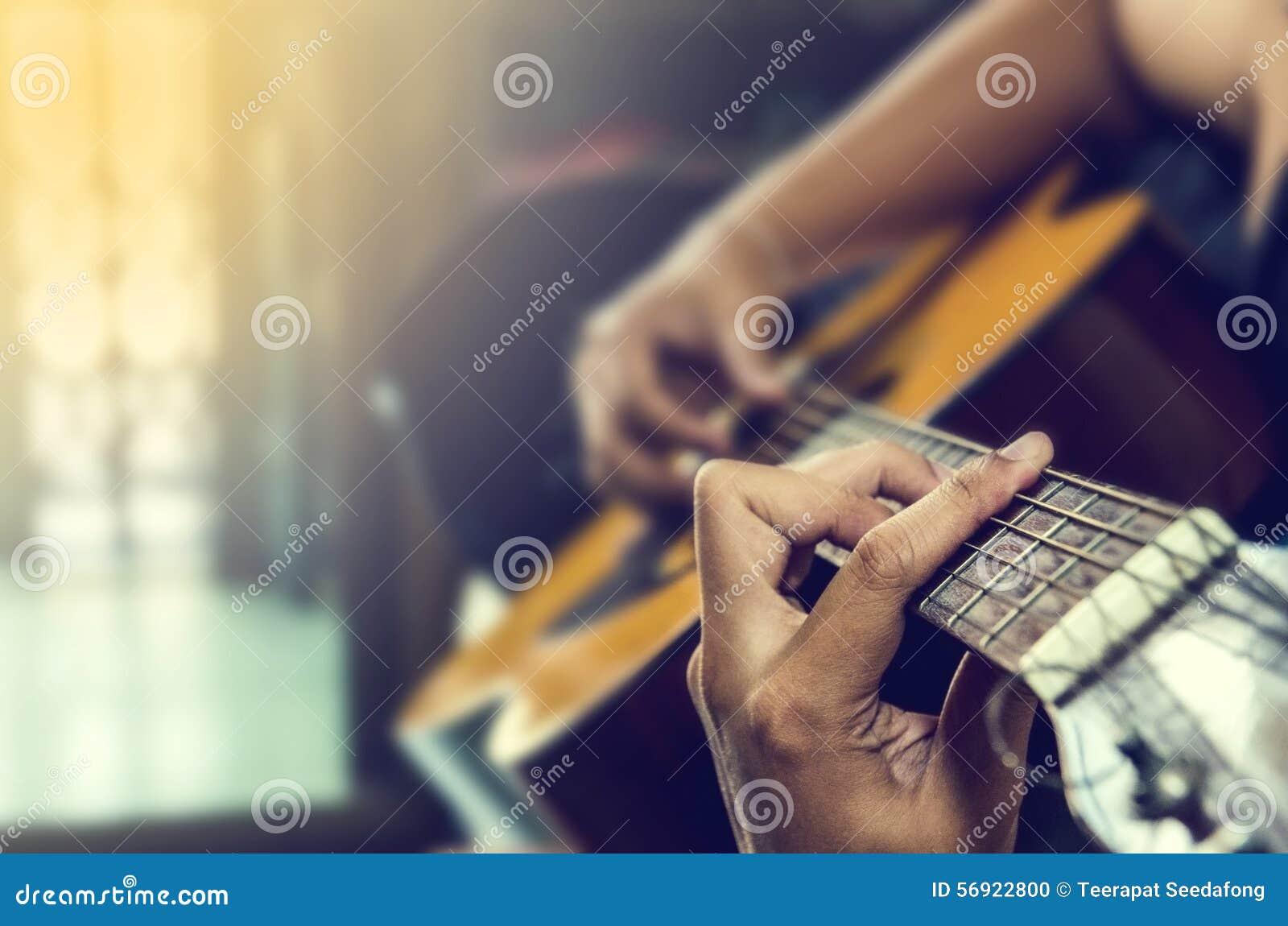 Χέρι στην κιθάρα