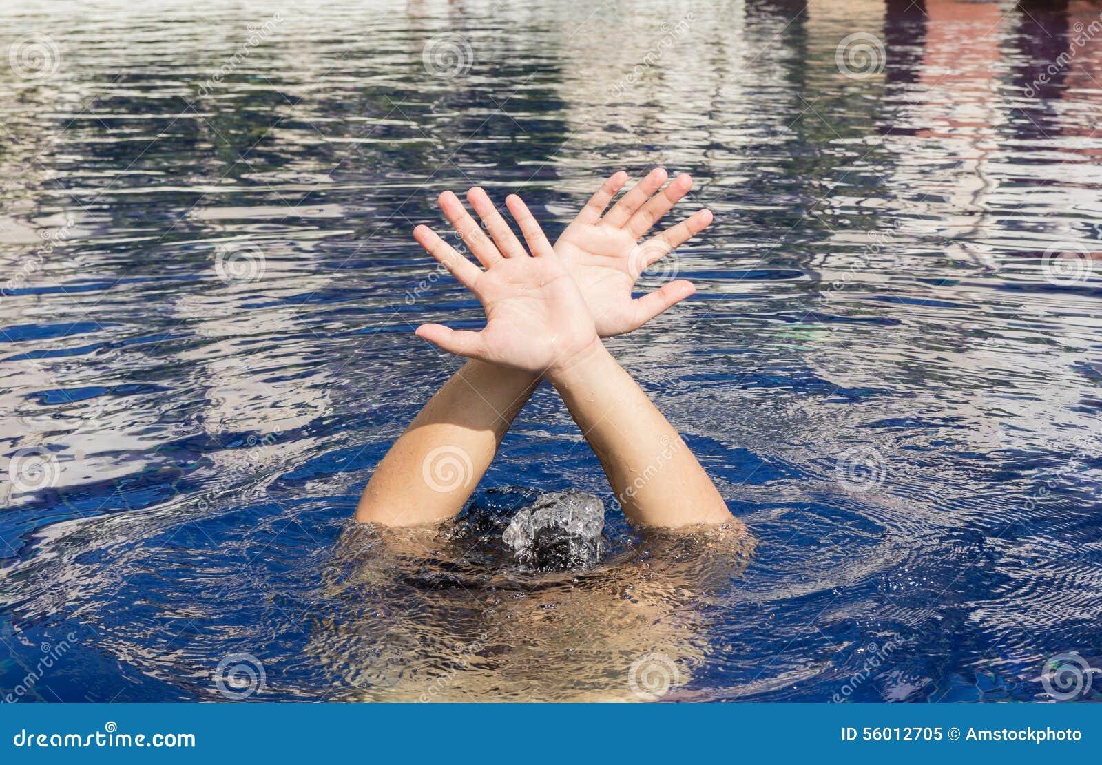 Χέρι του πνίγοντας ατόμου