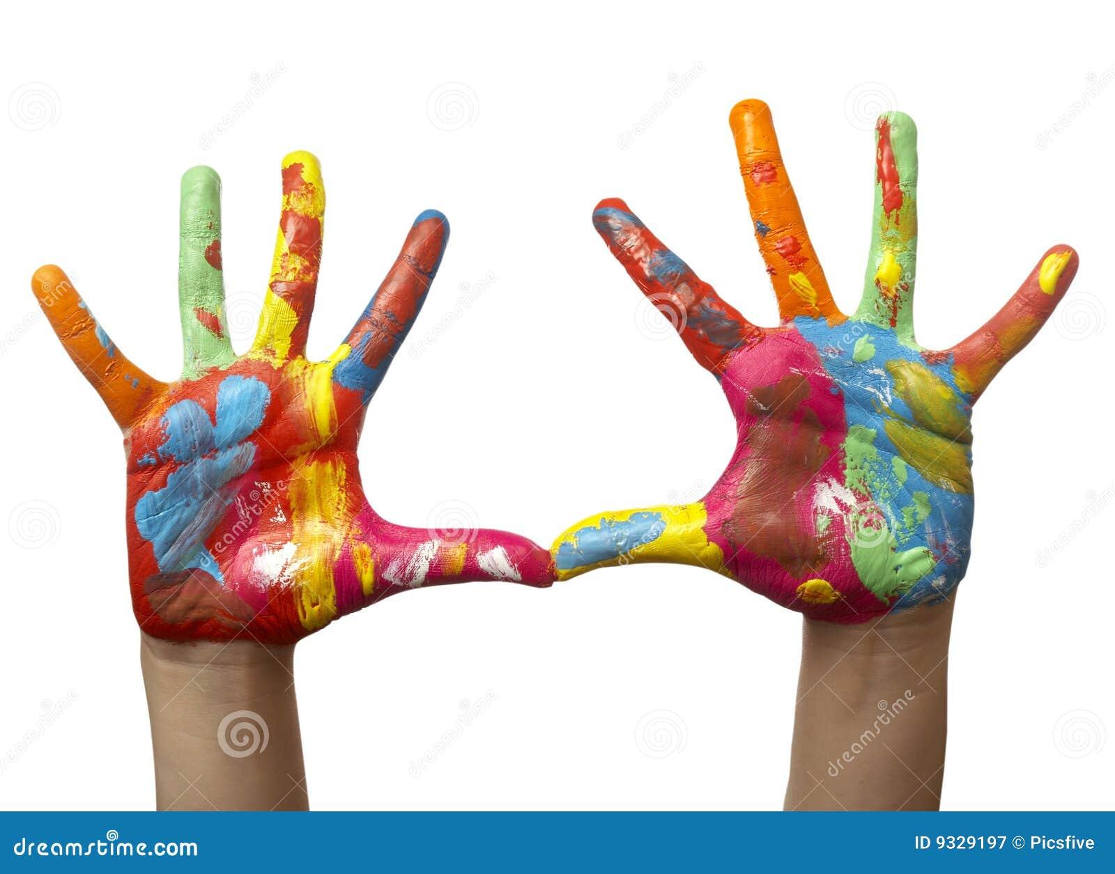 χέρι χρώματος παιδιών που χρωματίζεται