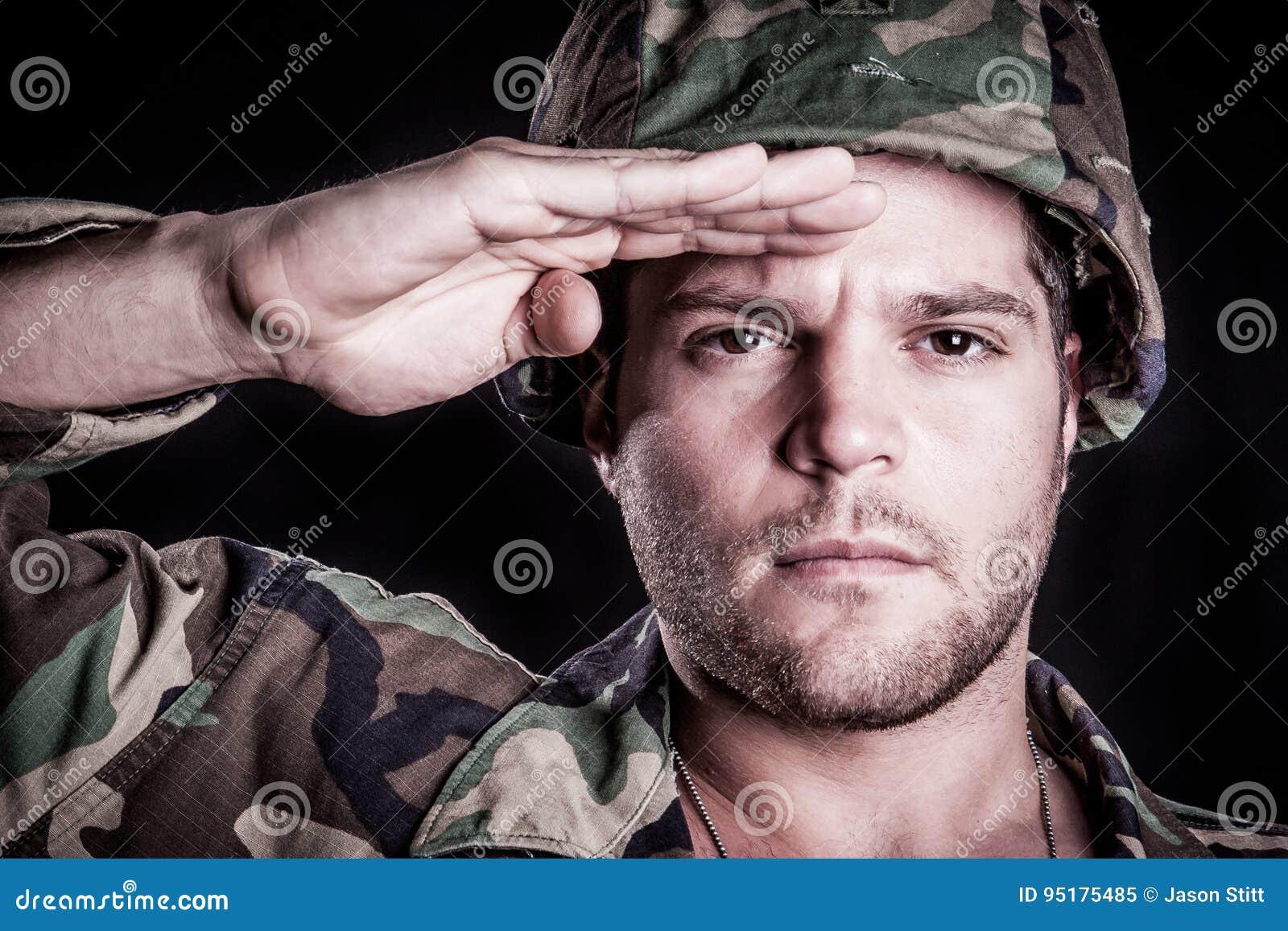 Χαιρετισμός στρατιωτικών