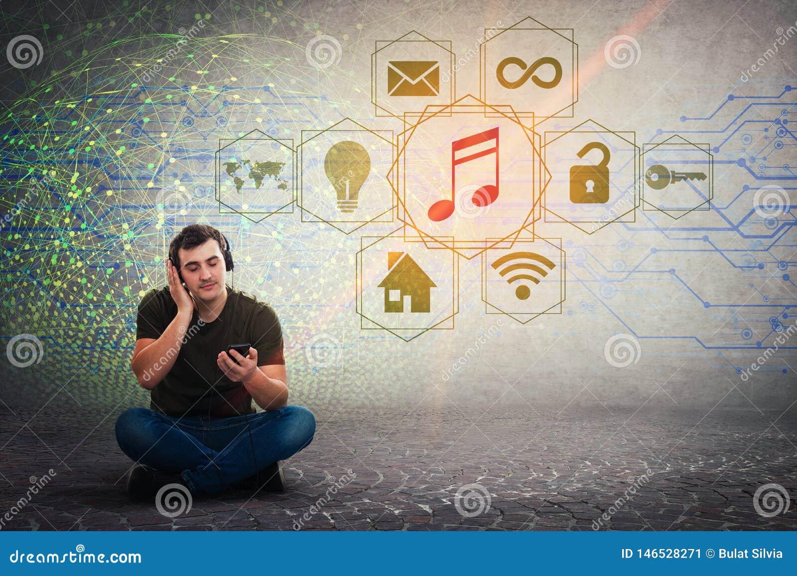 Χαλαρωμένη συνεδρίαση τύπων στην ηρεμώντας μουσική ακούσματος πατωμάτων στα ακουστικά