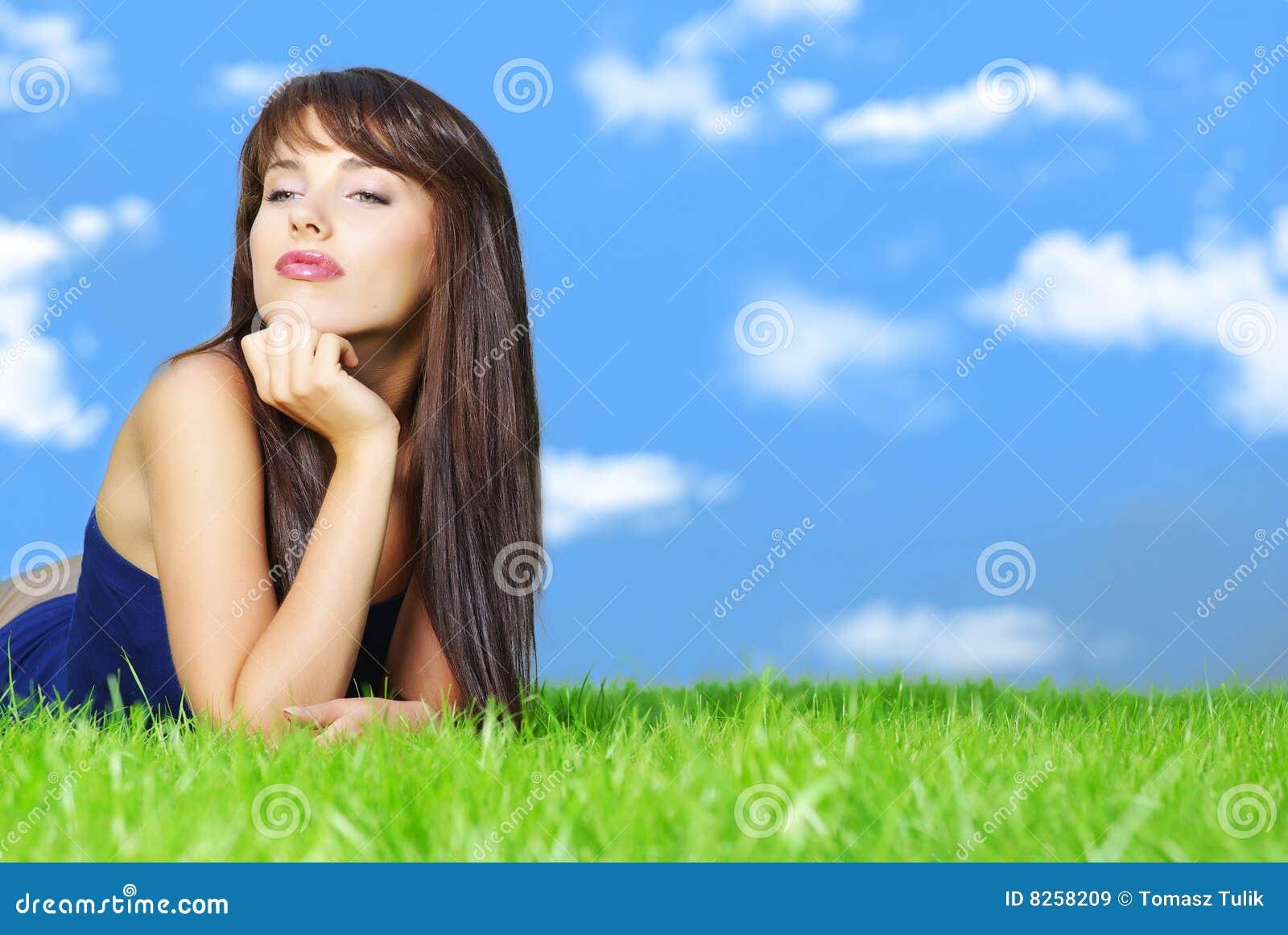 χαλαρώνοντας γυναίκα χλό&e
