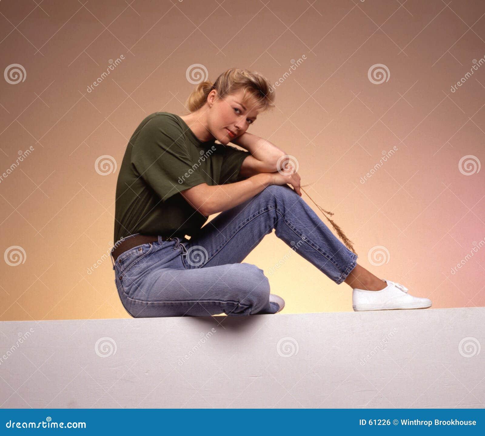 Download χαλαρώνοντας γυναίκα στοκ εικόνες. εικόνα από sneakers, χώρα - 61226