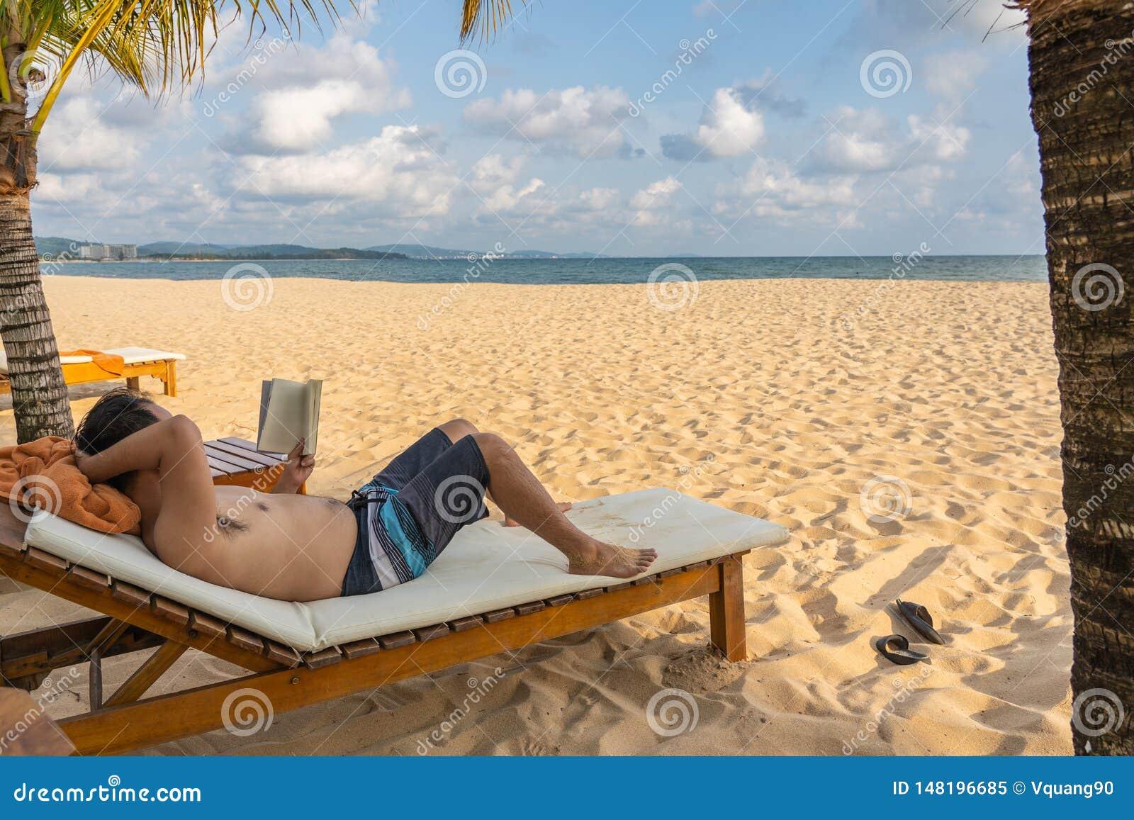 Χαλαρώστε το χρόνο στην παραλία με το βιβλίο