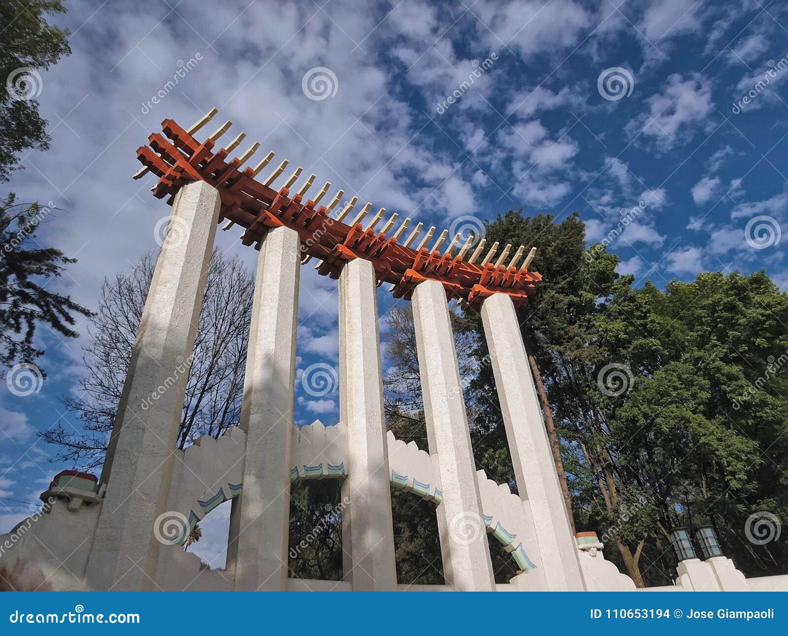 Χαμηλή άποψη γωνίας του φόρουμ Lindbergh σε ` Parque Μεξικό ` στην Πόλη του Μεξικού, Μεξικό