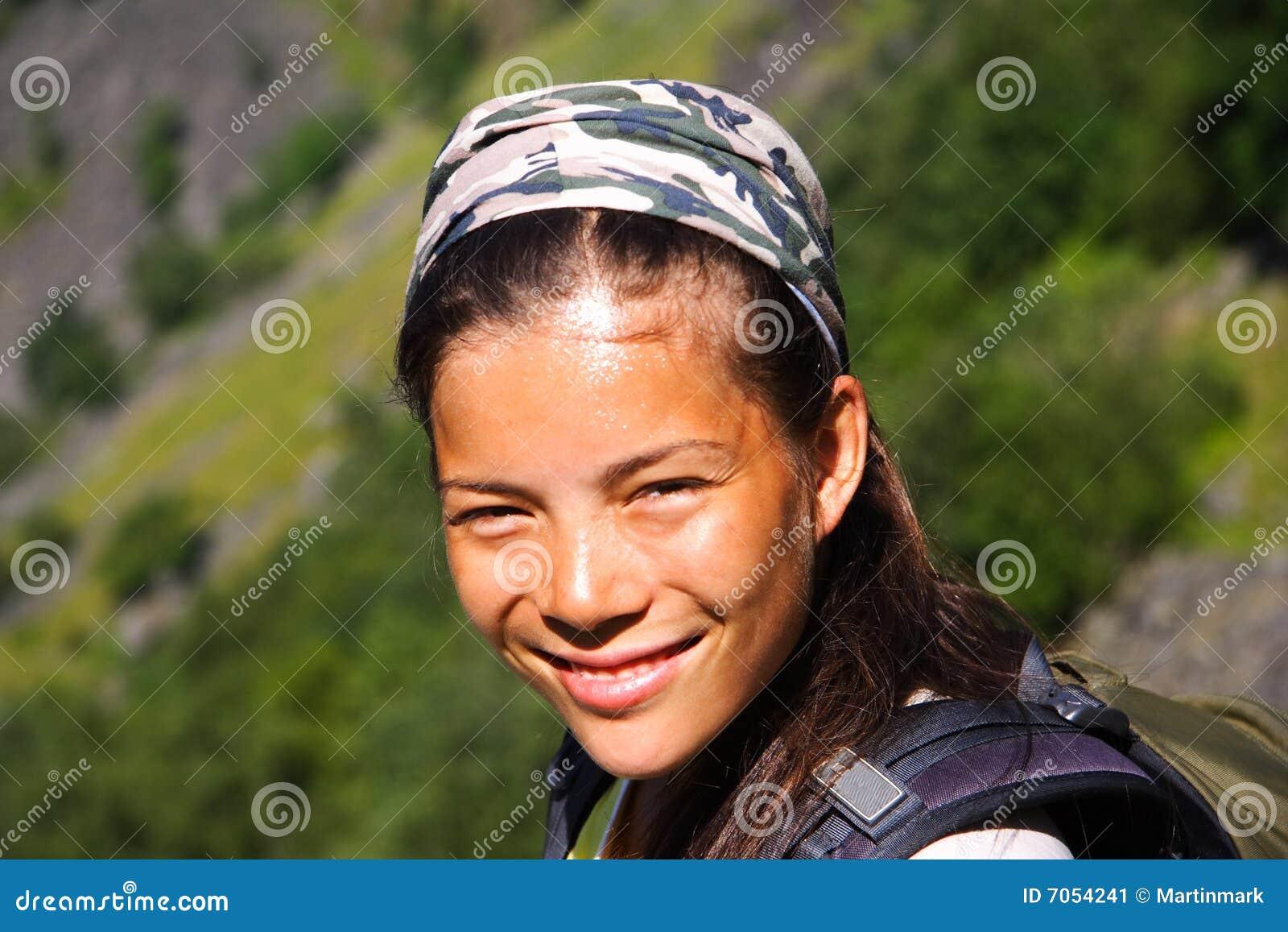 χαμογελώντας γυναίκα ο&de
