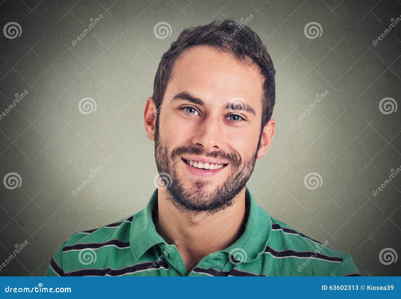 Χαμογελώντας άτομο Headshot, δημιουργικός επαγγελματίας