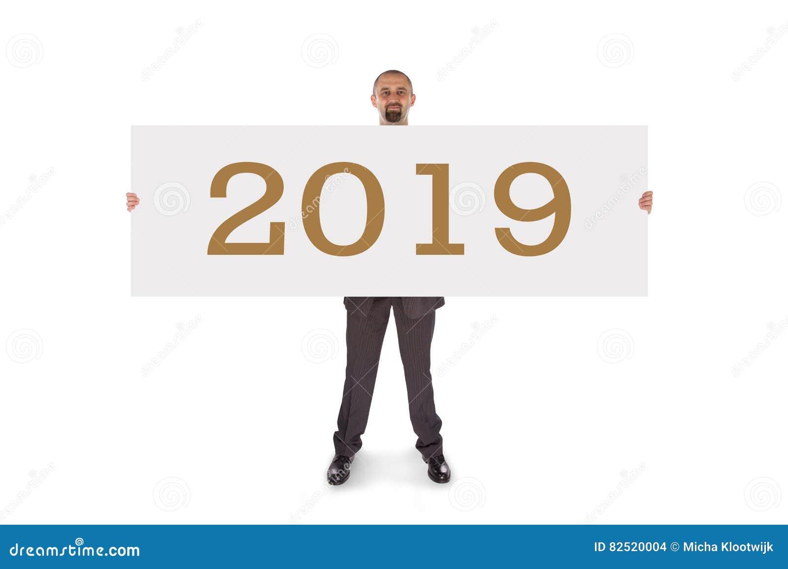 Χαμογελώντας επιχειρηματίας που κρατά μια πραγματικά μεγάλη κενή κάρτα - 2019