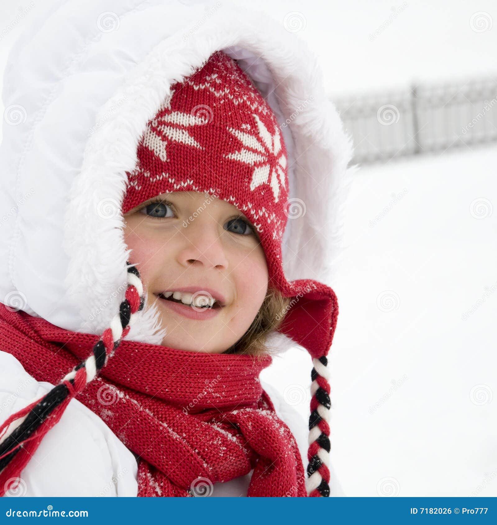 χαριτωμένος χειμώνας πορτρέτου κοριτσιών