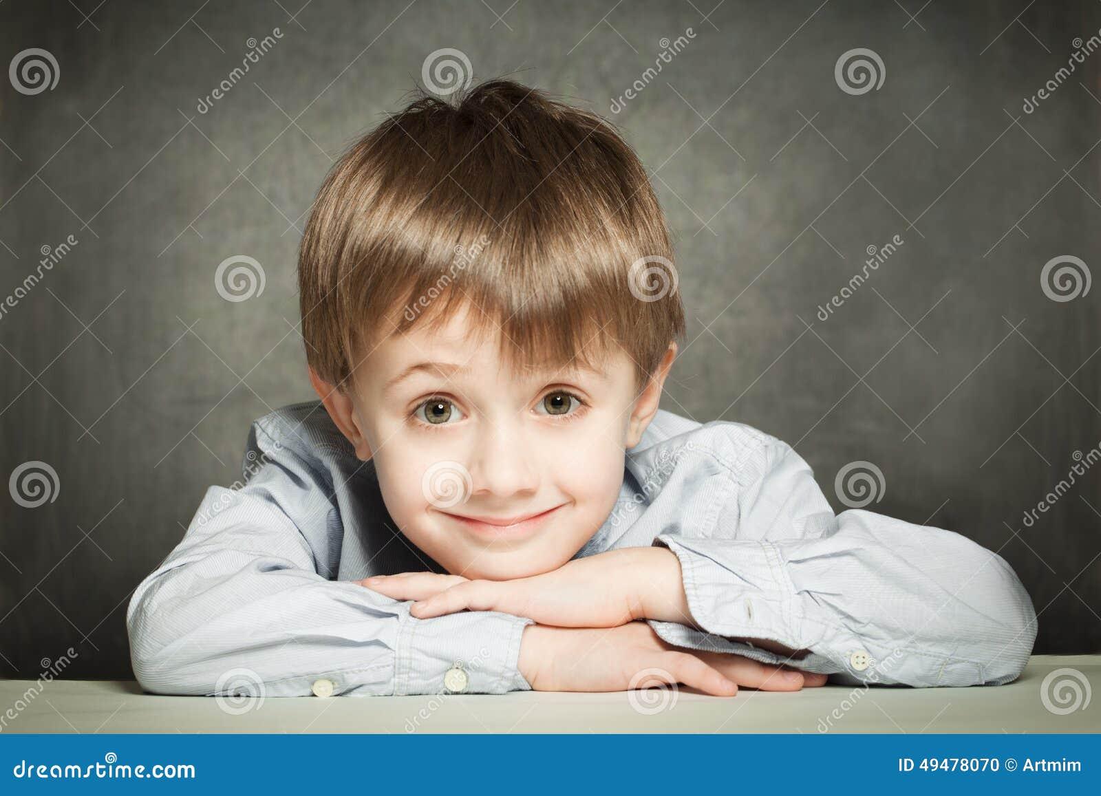 χαριτωμένος schoolboy