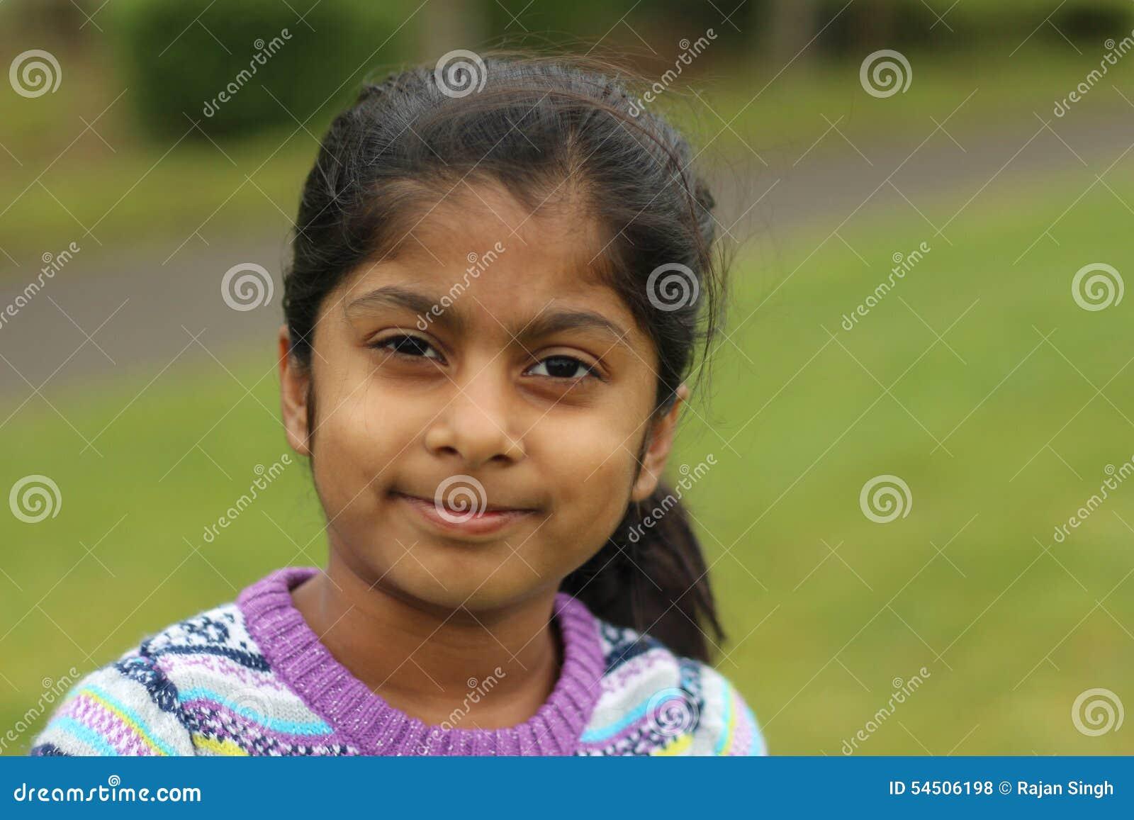 χαριτωμένο κορίτσι λίγα