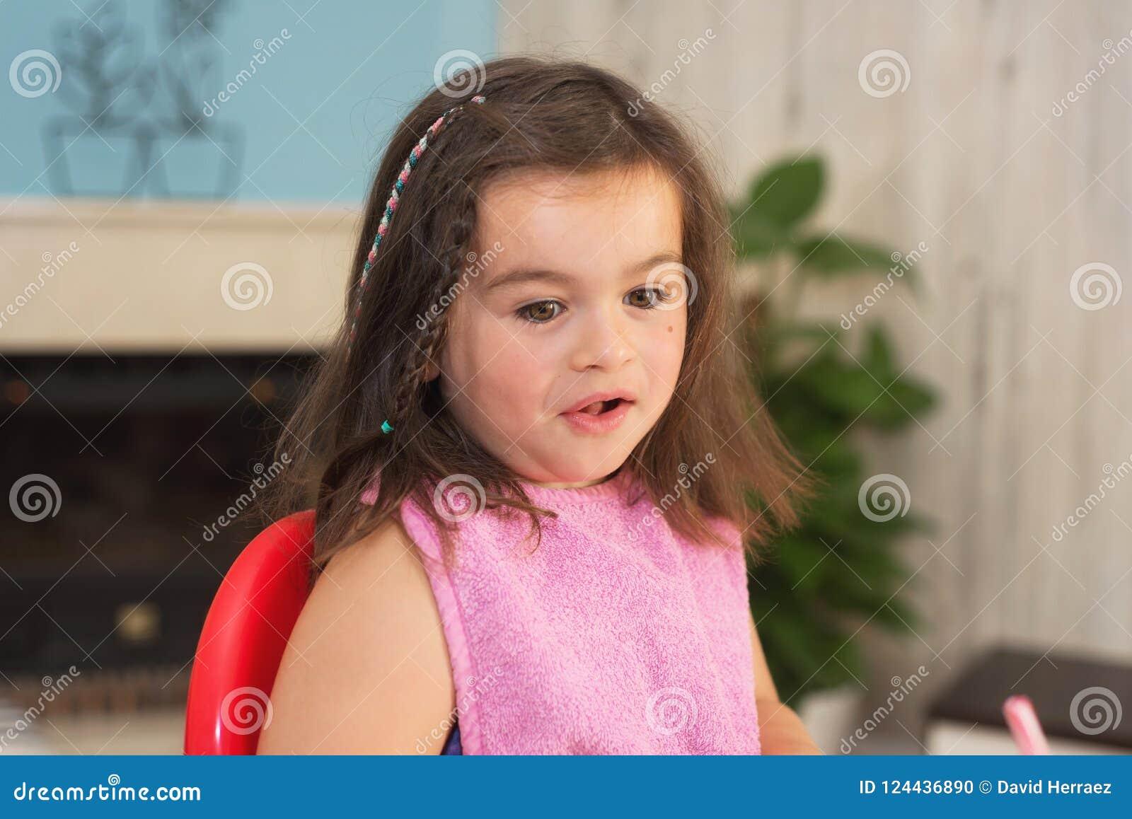 χαριτωμένο κορίτσι λίγο πορτρέτο