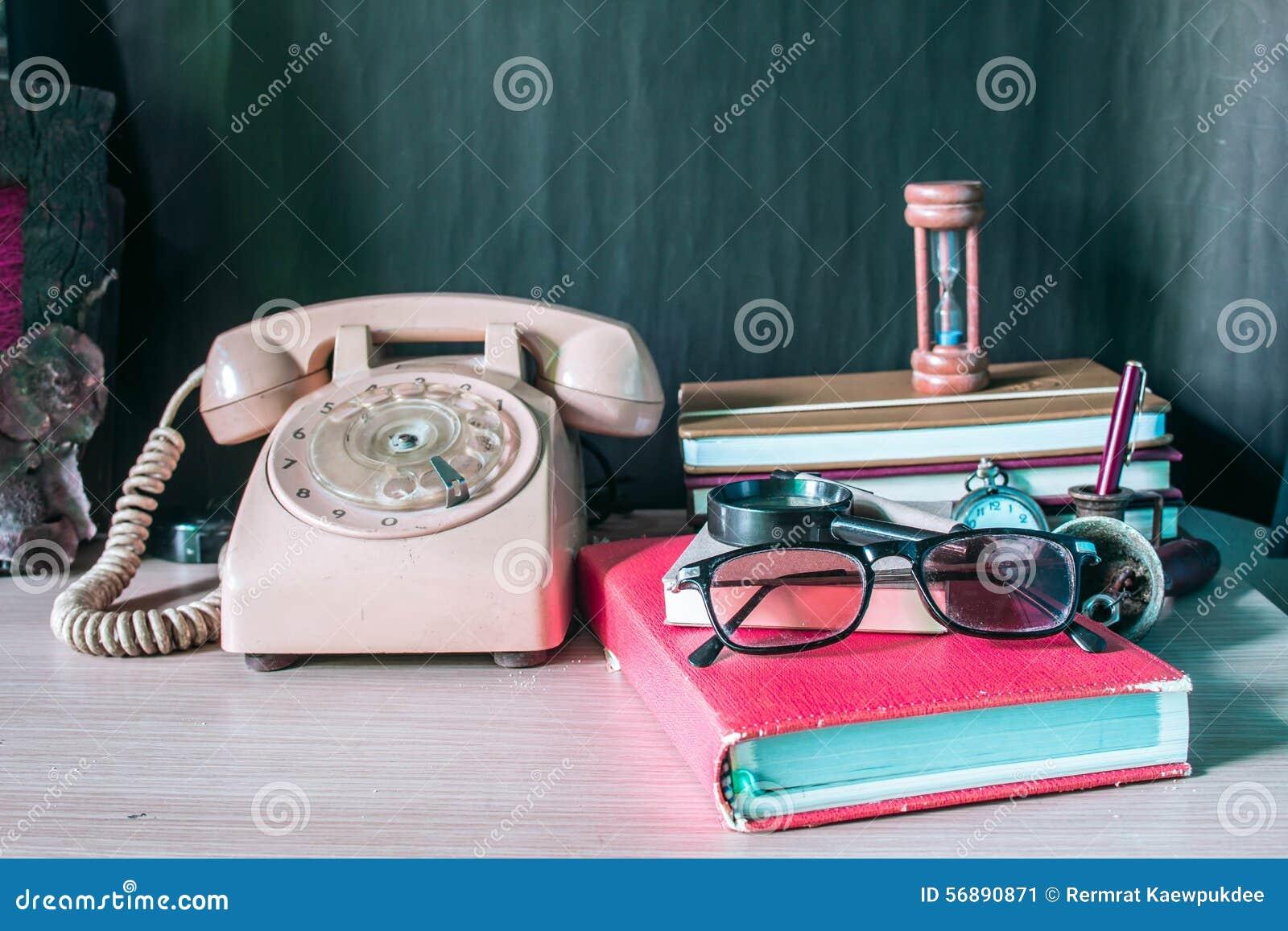 Χαρτικά και τηλέφωνο