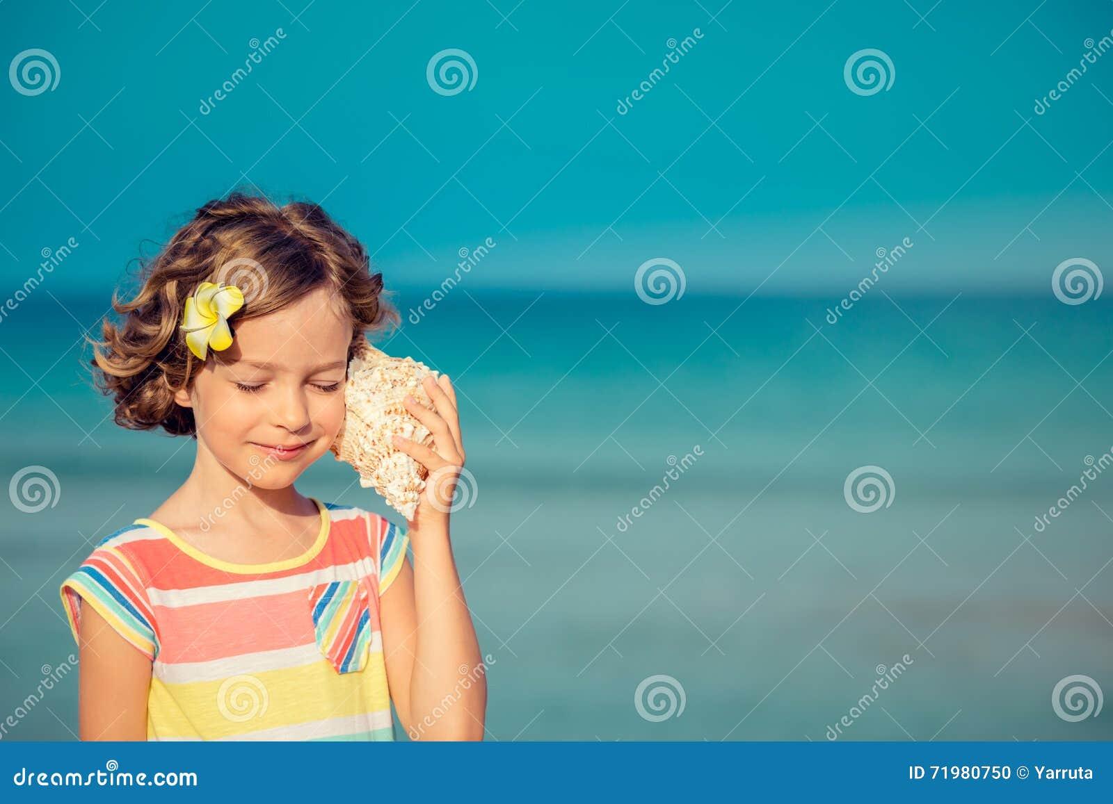 Χαλάρωση παιδιών στην παραλία