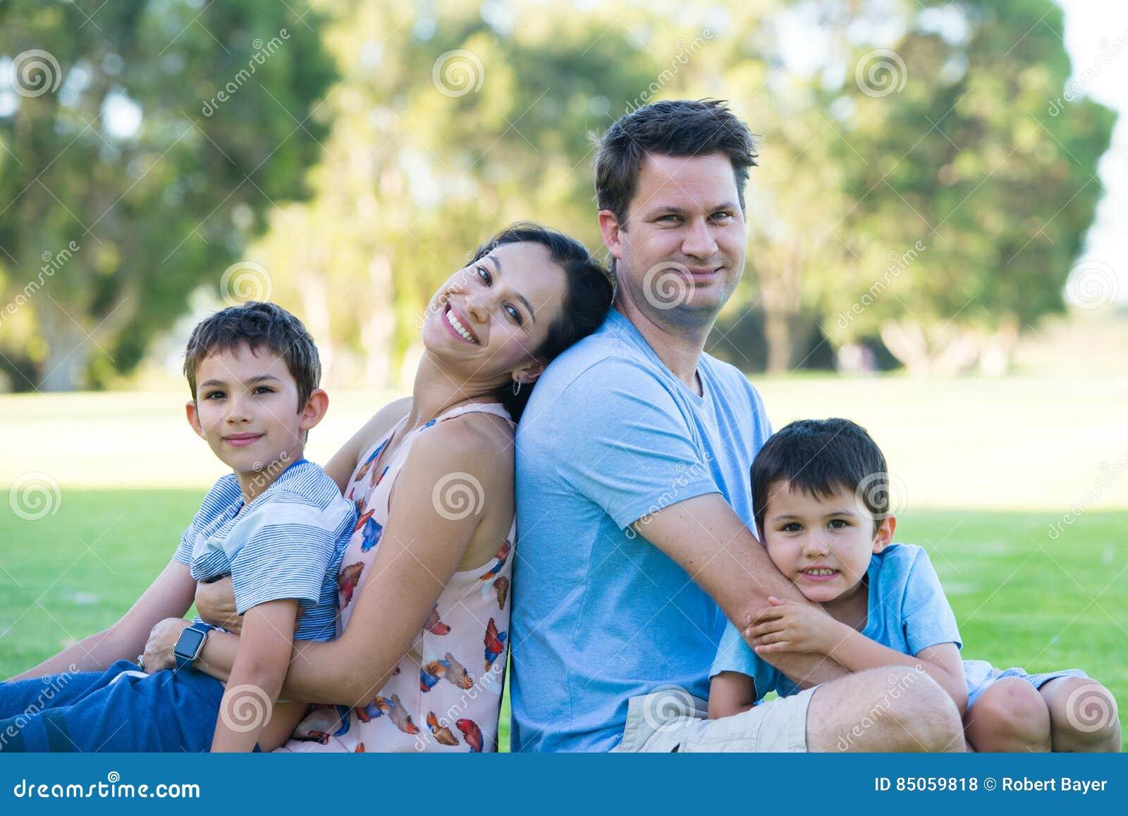 Νομοθεσία για την ηλικιακή σχέση σε εμάς