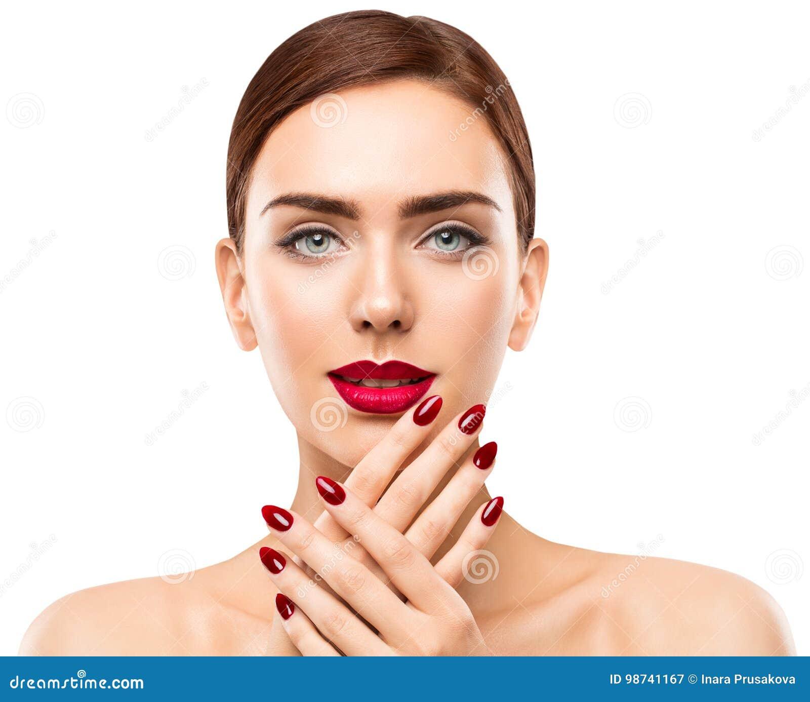 Χείλια προσώπου ομορφιάς γυναικών και καρφιά, κόκκινο καρφί στίλβωση κραγιόν