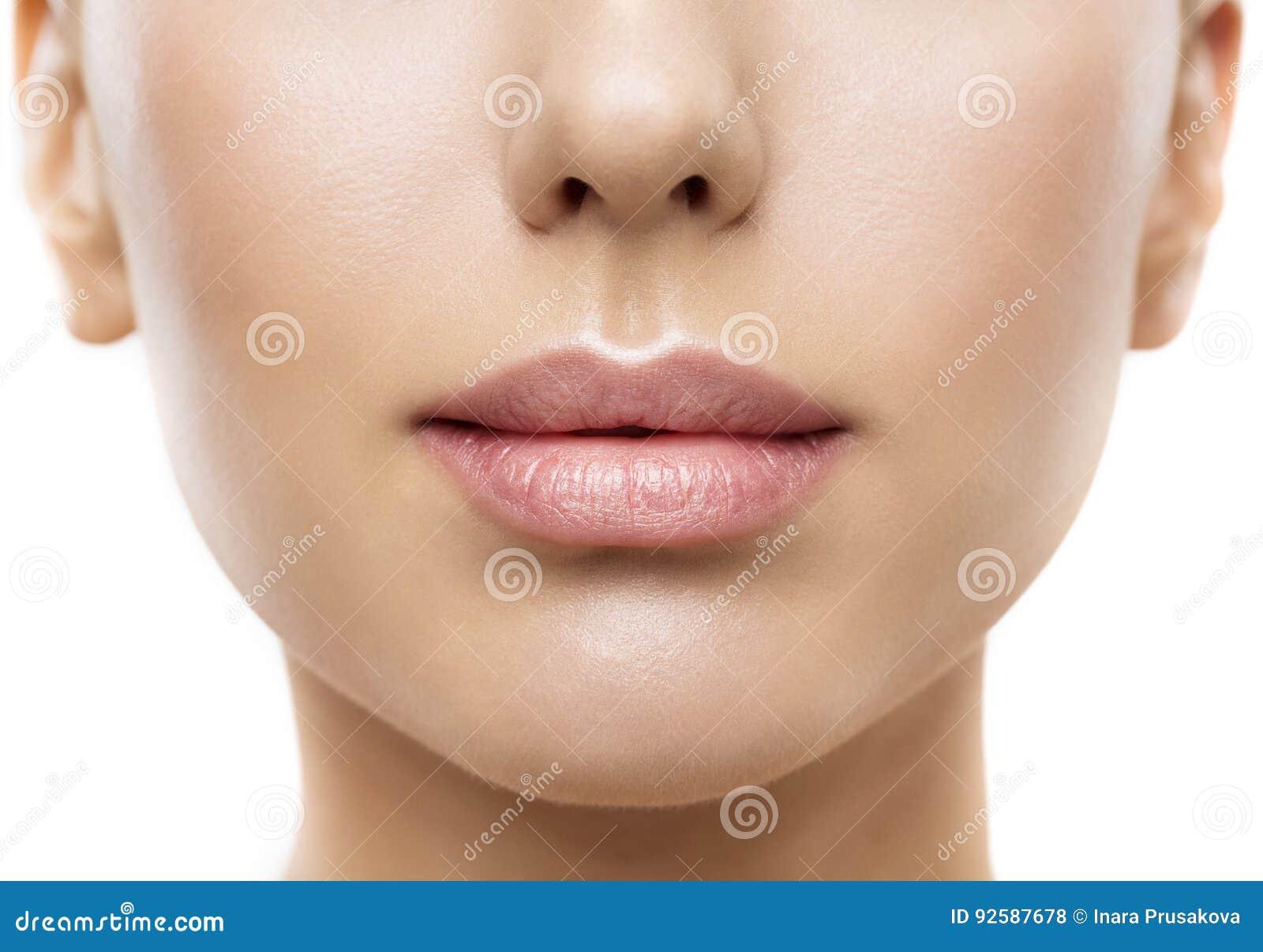 Χείλια, στοματική ομορφιά προσώπου γυναικών, όμορφη πλήρης χειλική κινηματογράφηση σε πρώτο πλάνο δερμάτων
