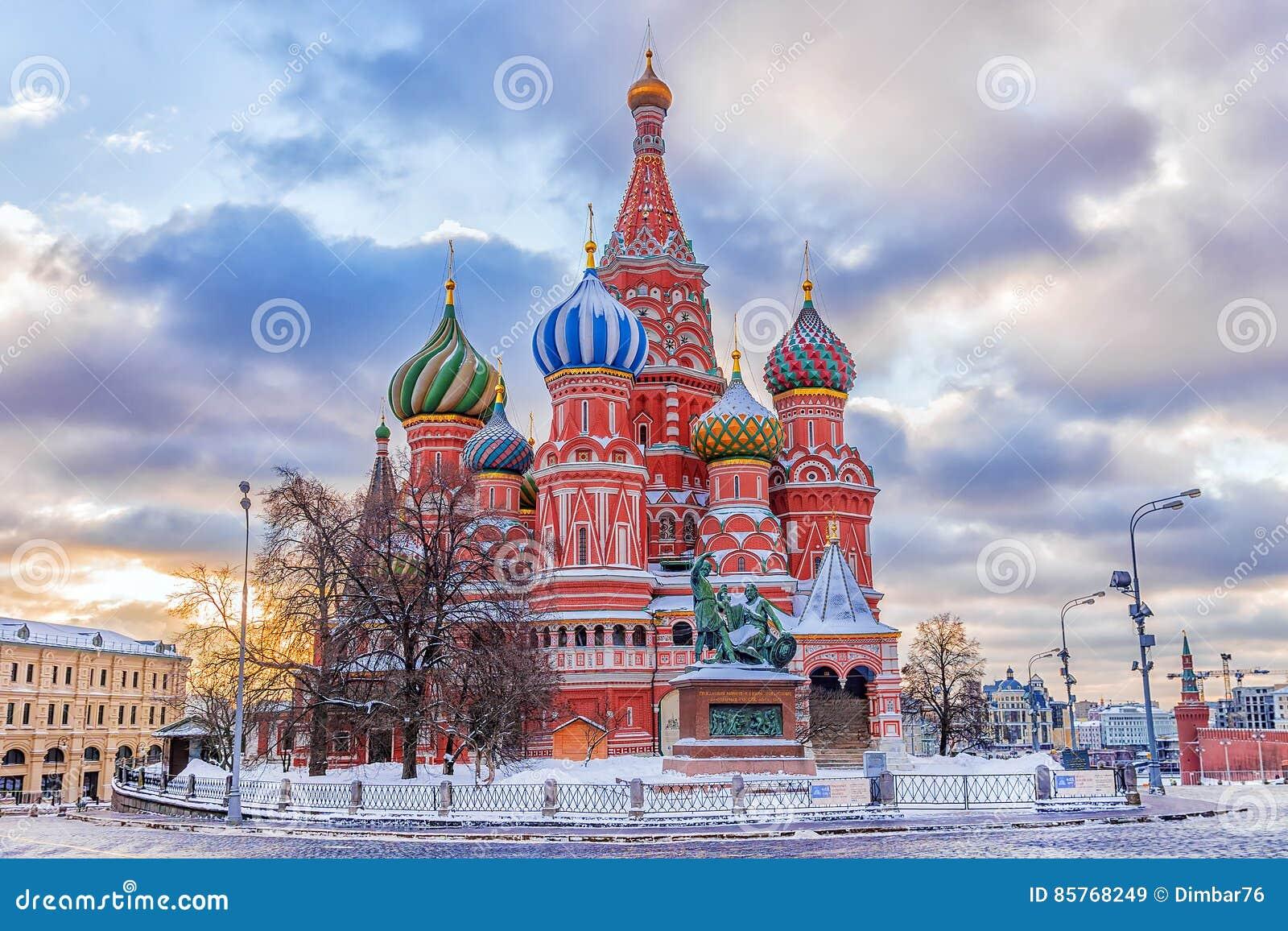 Χειμερινή άποψη του καθεδρικού ναού βασιλικού ` s του ST στη Μόσχα