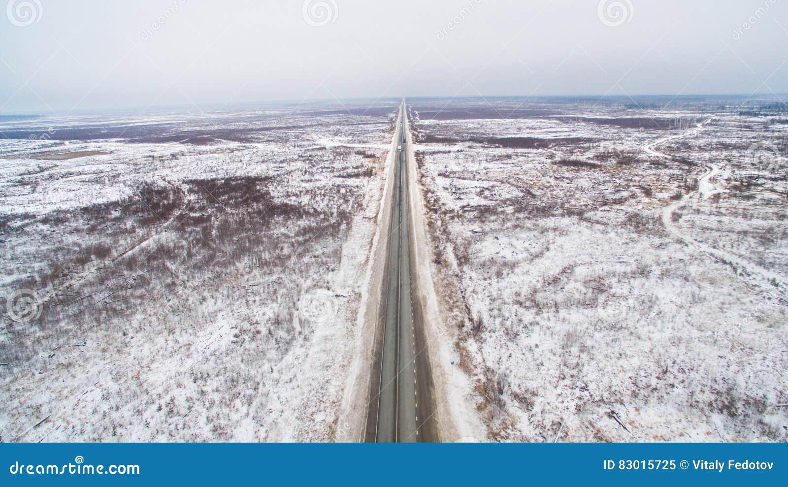Χειμερινός ευθύς δρόμος στη Σιβηρία Εναέρια άποψη της Ρωσίας