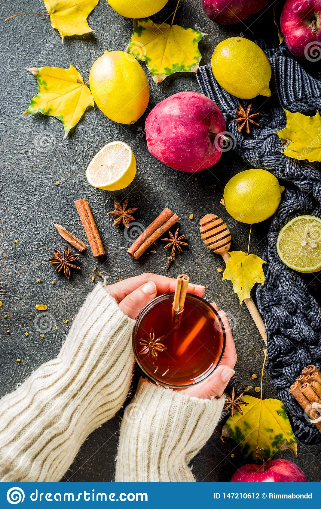 Χειμερινό καυτό πικάντικο τσάι φθινοπώρου