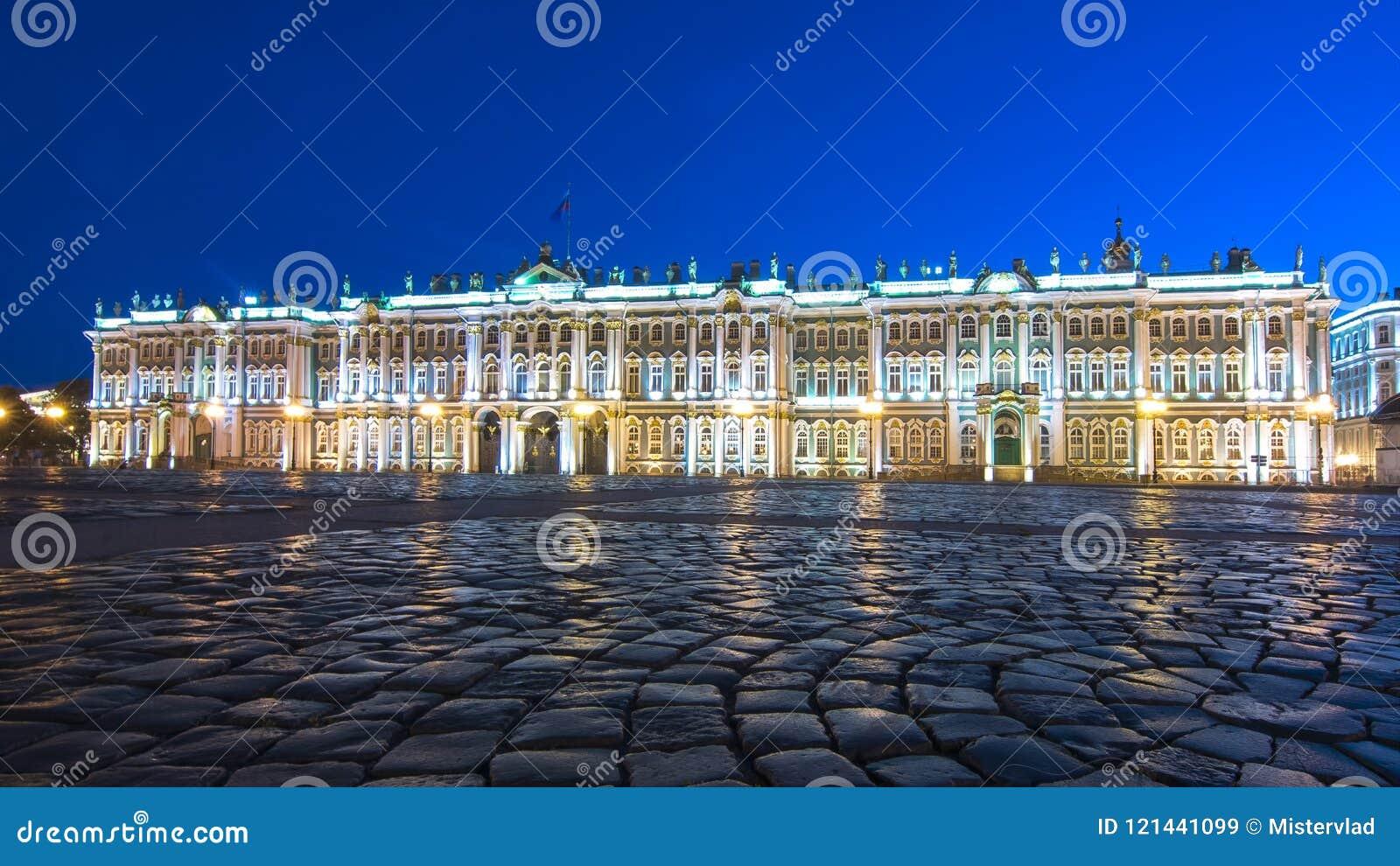 Χειμερινό παλάτι μουσείων ερημητηρίων στο τετράγωνο παλατιών τη νύχτα, Άγιος Πετρούπολη, Ρωσία