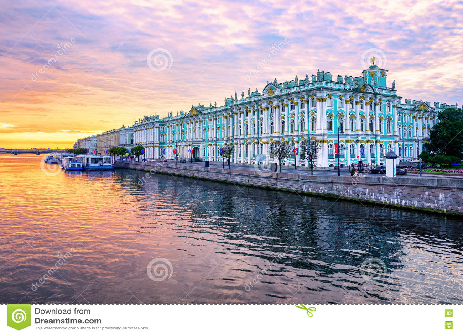 Χειμερινό παλάτι στον ποταμό Neva, Αγία Πετρούπολη, Ρωσία