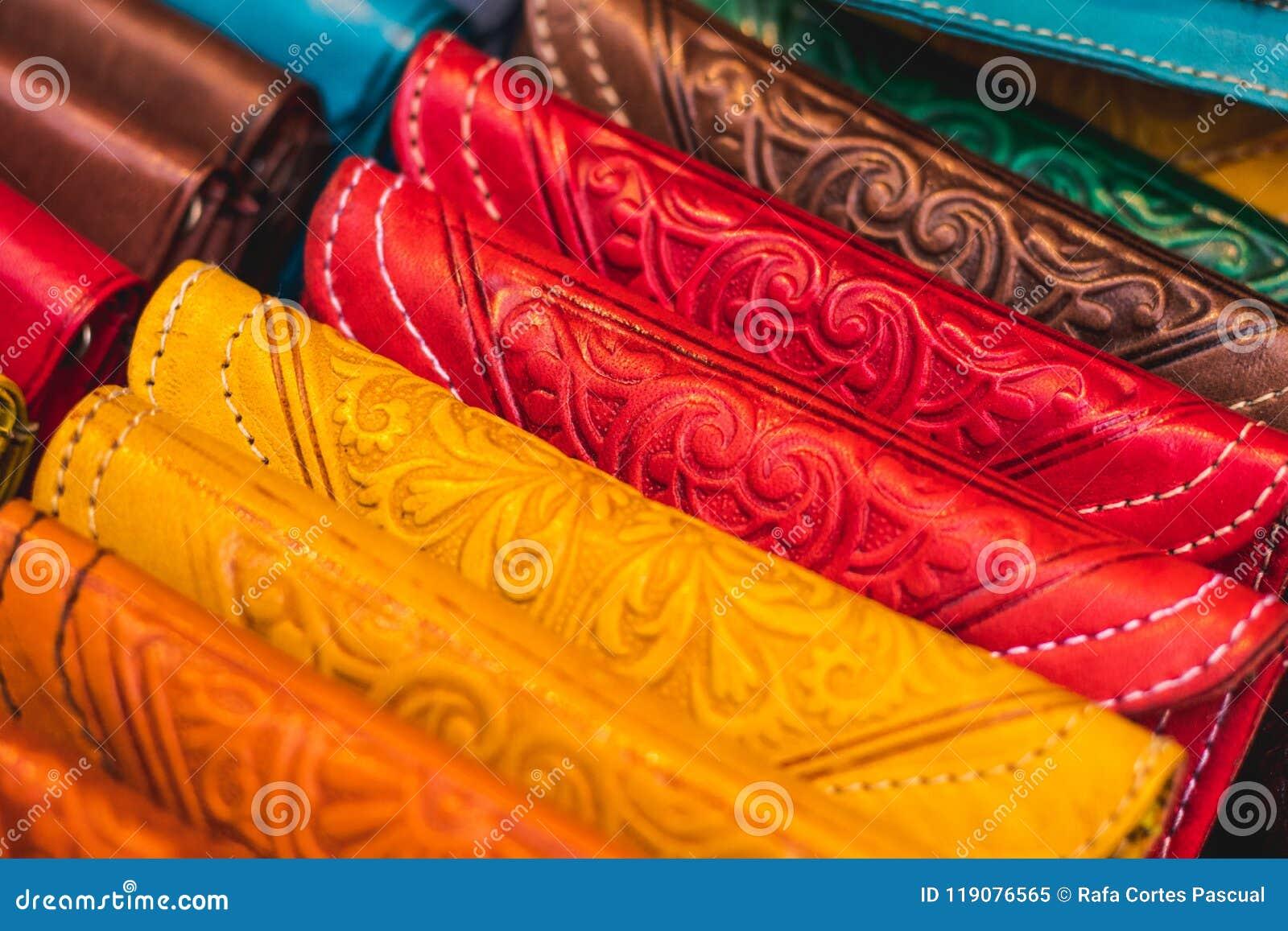 4585238dd7 Χειροποίητες τσάντες φιαγμένες από χρωματισμένο δέρμα Αραβικά πορτοφόλια  τσεπών