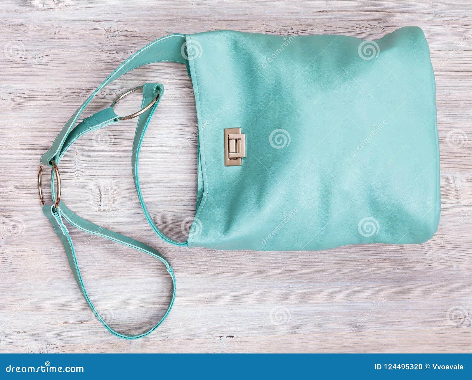 69ed4959c6 Χειροποίητη τυρκουάζ Crossbody τσάντα δέρματος χρώματος Στοκ Εικόνες ...
