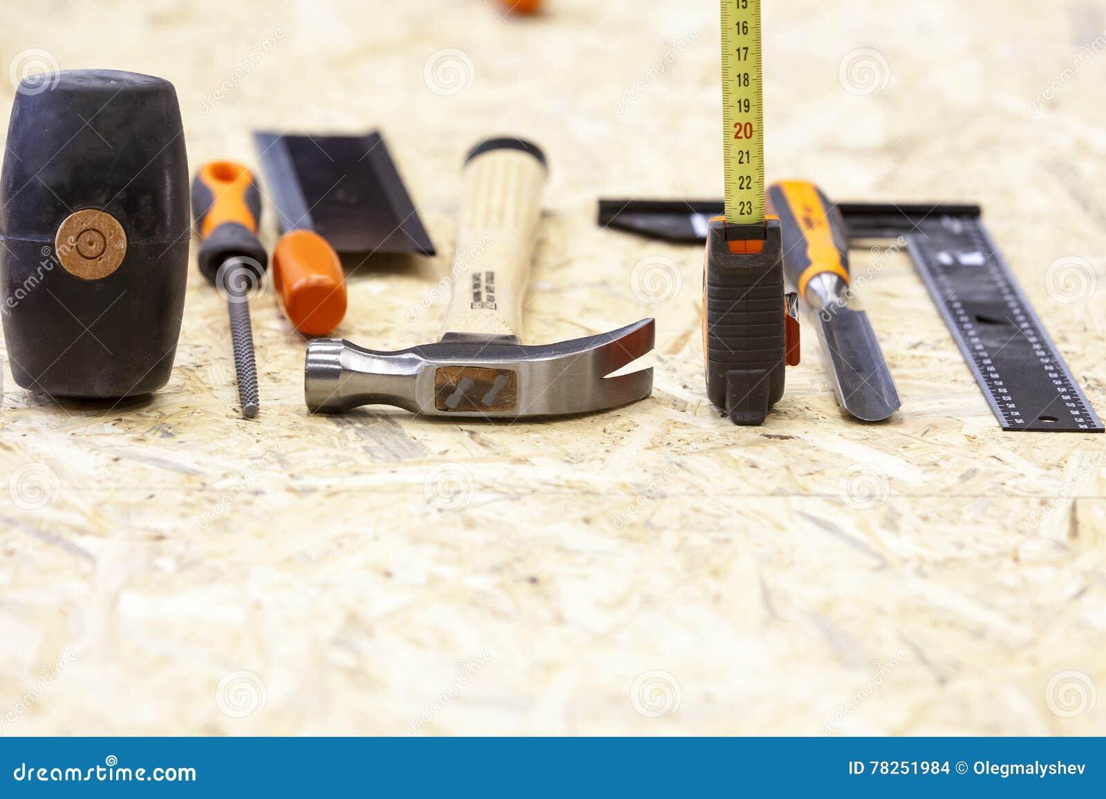 Χειρωνακτικό εργαλείο στο carpenter& x27 εργαστήριο του s