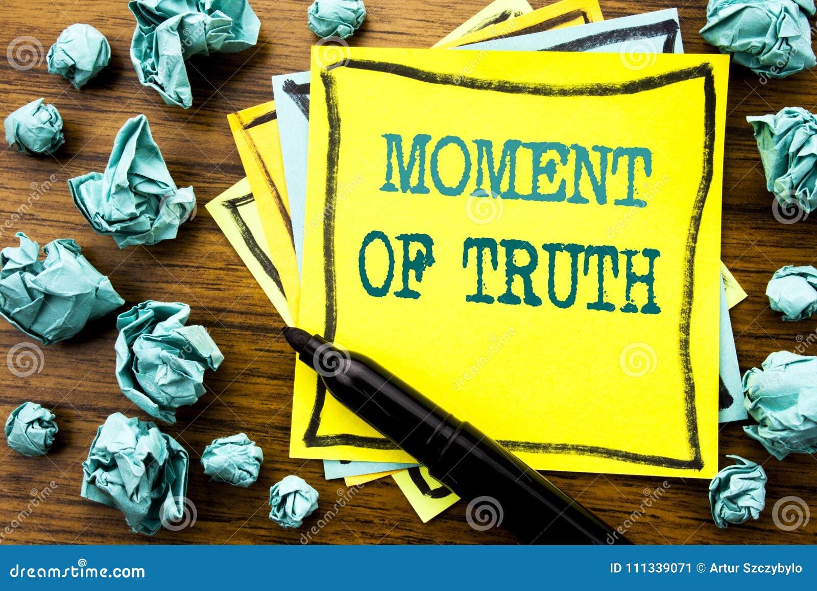 Χειρόγραφο κείμενο που παρουσιάζει ώρα της αλήθειας Επιχειρησιακή έννοια για τη σκληρή πίεση απόφασης που γράφεται σε κολλώδες χα