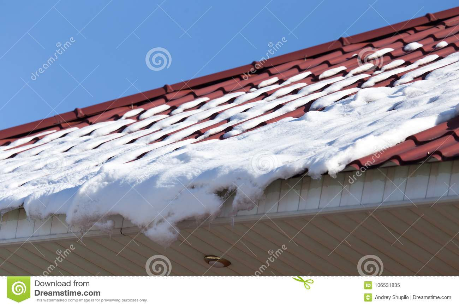 Χιόνι στη στέγη