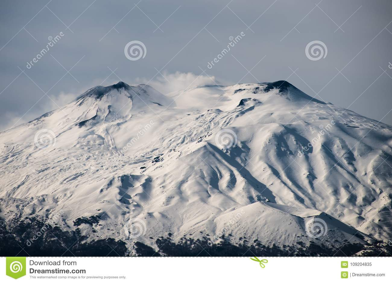 Χιόνι στο υποστήριγμα Etna, Σικελία