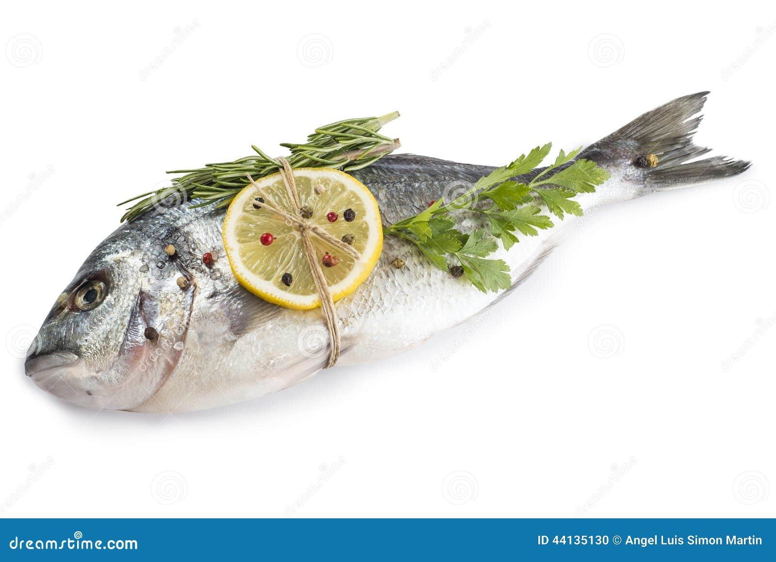 Χοιρομητέρα-επικεφαλής bream ψάρια με τα καρυκεύματα που απομονώνονται