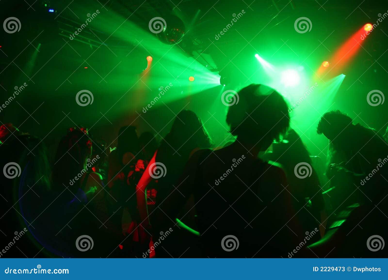 χορεύοντας έφηβοι