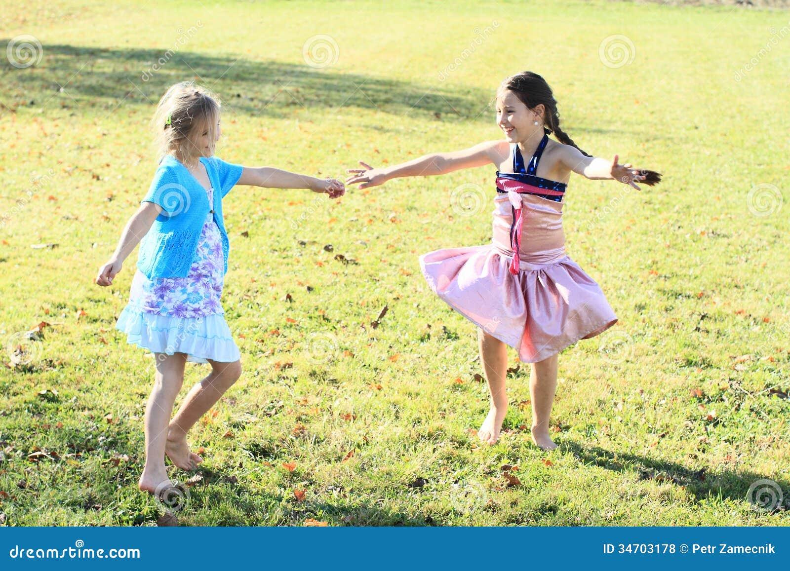 Χορεύοντας κορίτσια