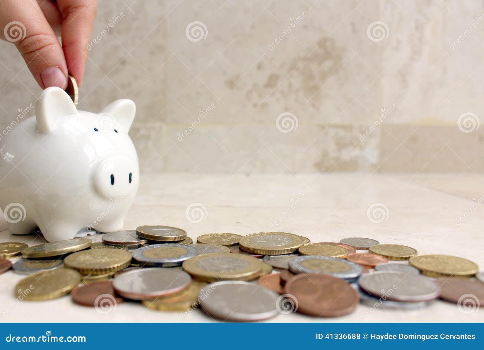 Χρήματα αποταμίευσης σε έναν piggy