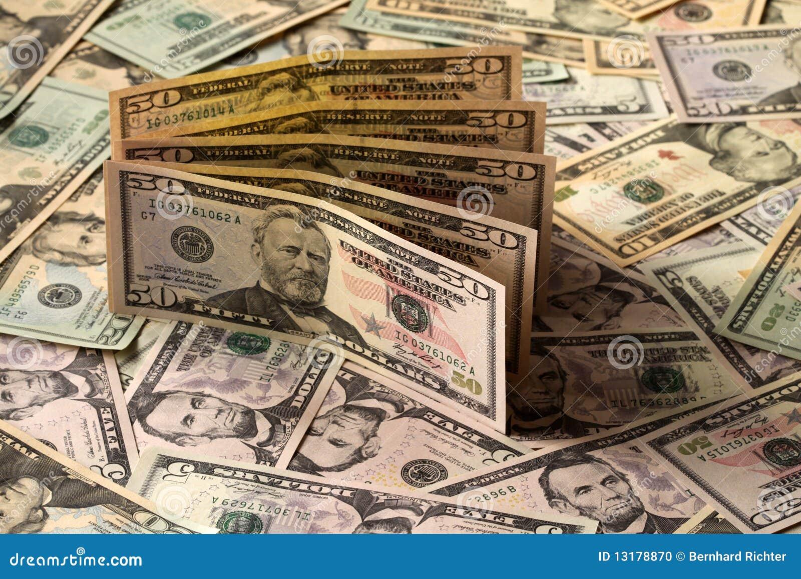 χρήματα δολαρίων εμείς