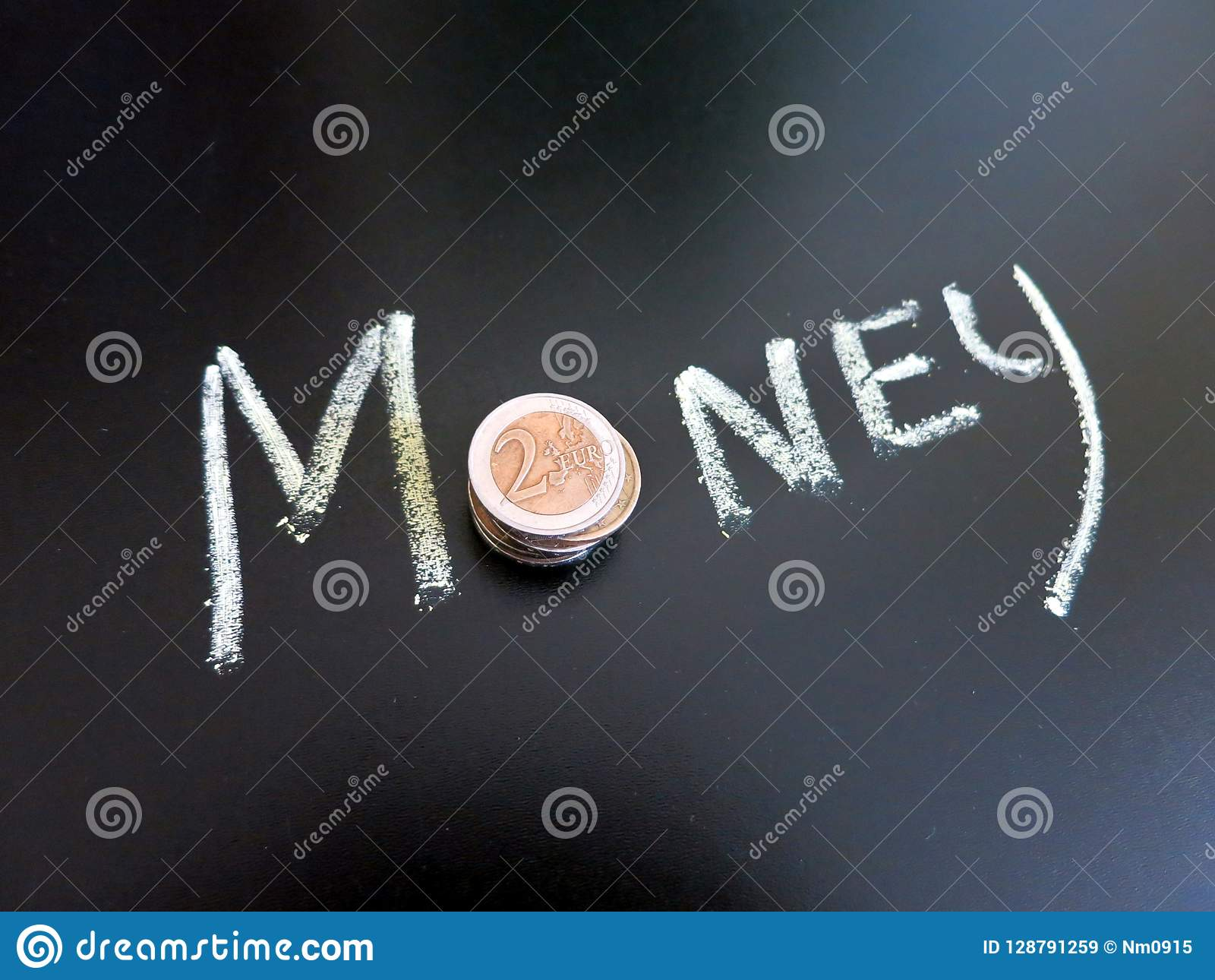 Χρήματα με την επιγραφή στον πίνακα