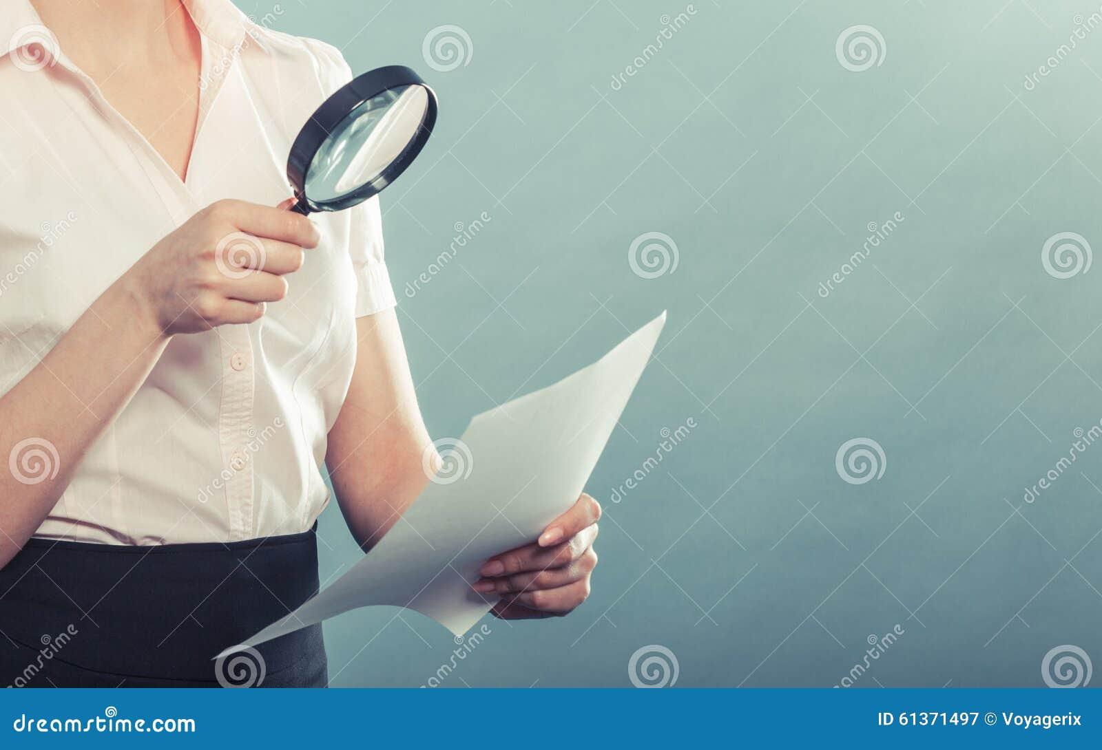 Χρήσεις γυναικών που ενισχύουν - γυαλί για να ελέγξει τη σύμβαση