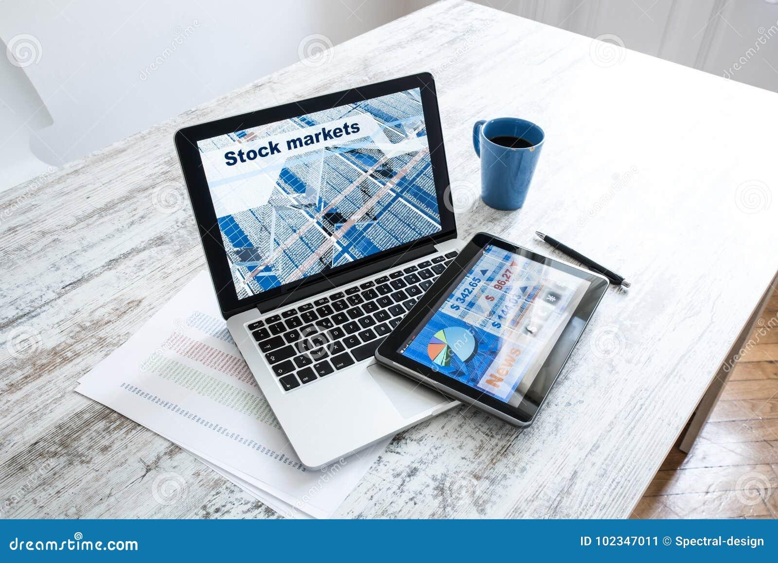 Χρηματιστήριο που ανταλλάσσει app σε ένα PC ταμπλετών και το PC lap-top