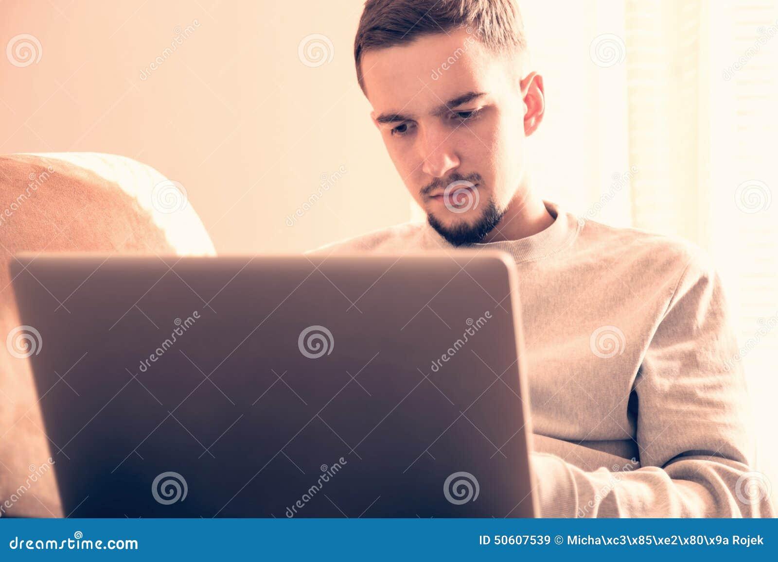 χρησιμοποίηση ατόμων lap-top υπολογιστών