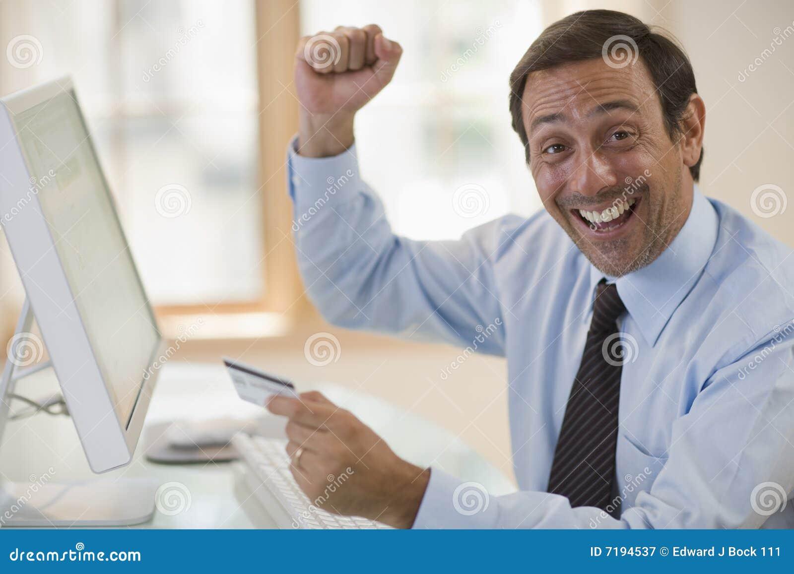 χρησιμοποίηση πιστωτικών ενθουσιώδης ατόμων υπολογιστών καρτών