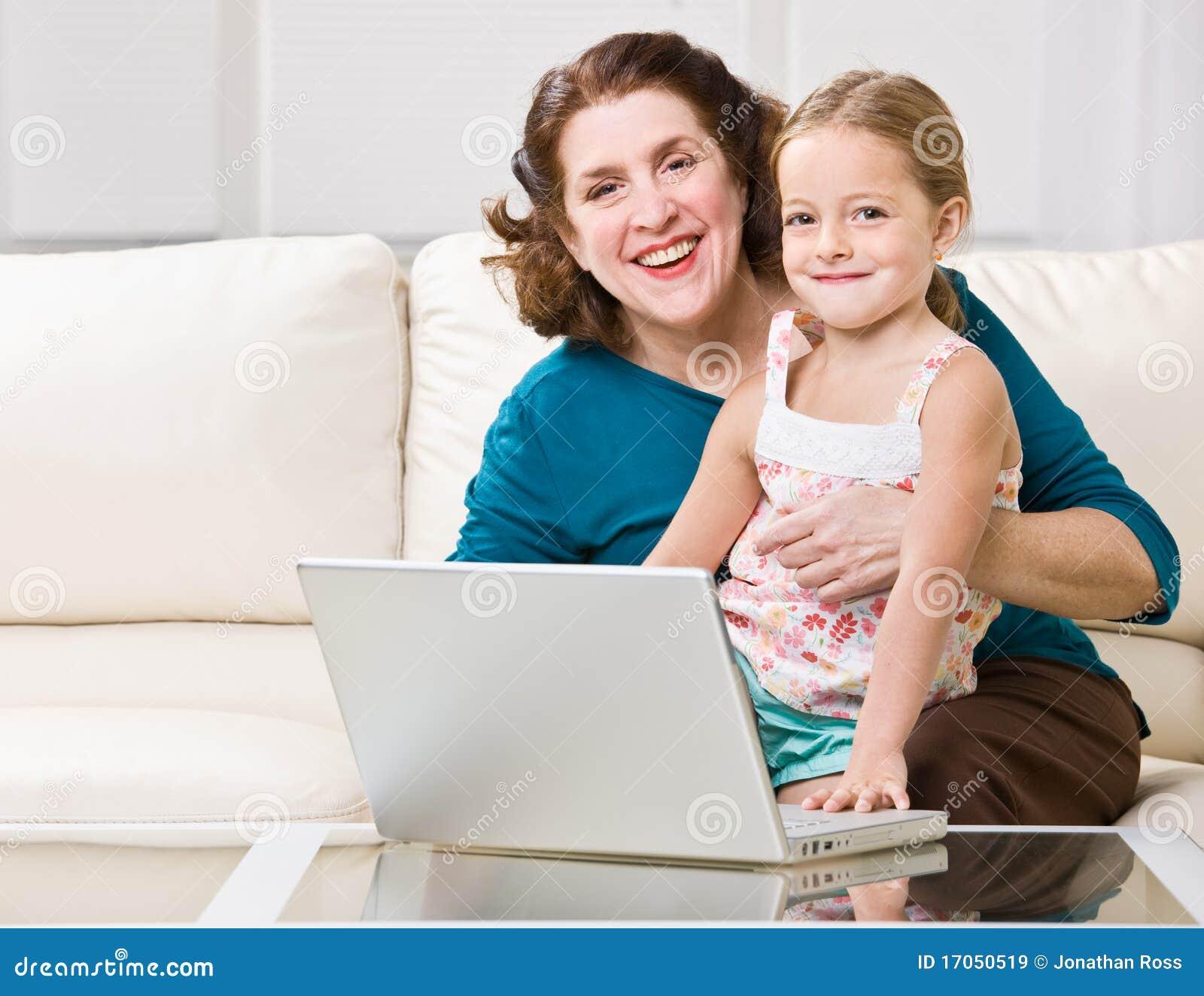 χρησιμοποίηση lap-top γιαγιάδω&